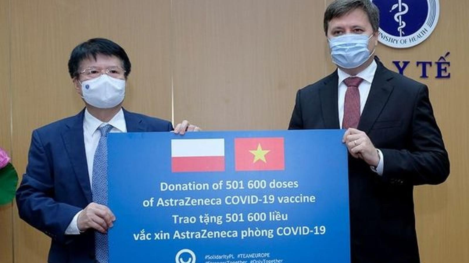 Vietnam receives over 500,000 doses of AstraZeneca vaccine from Poland