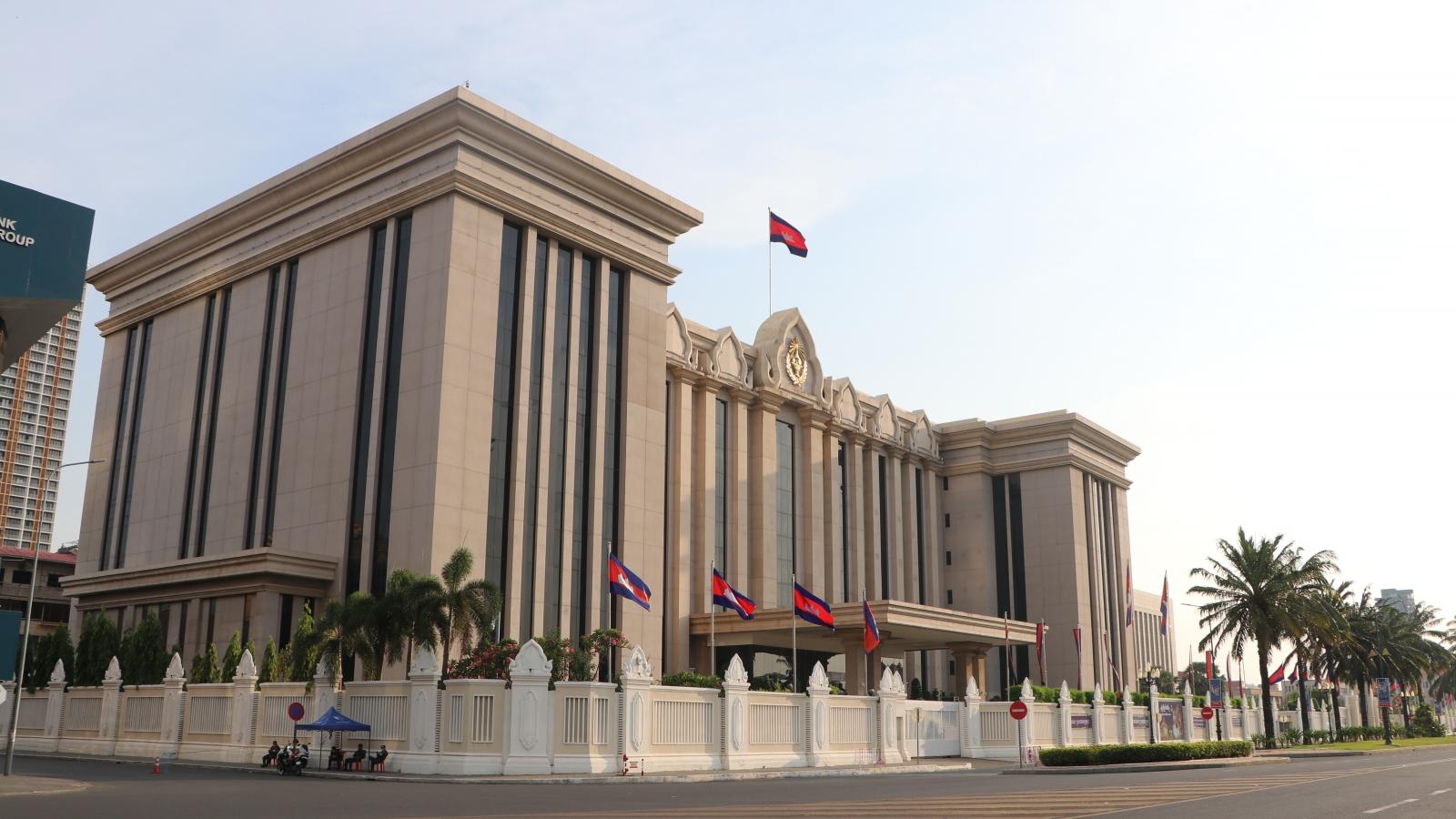 Campuchia dừng tuyển dụng đểtập trungchống Covid-19