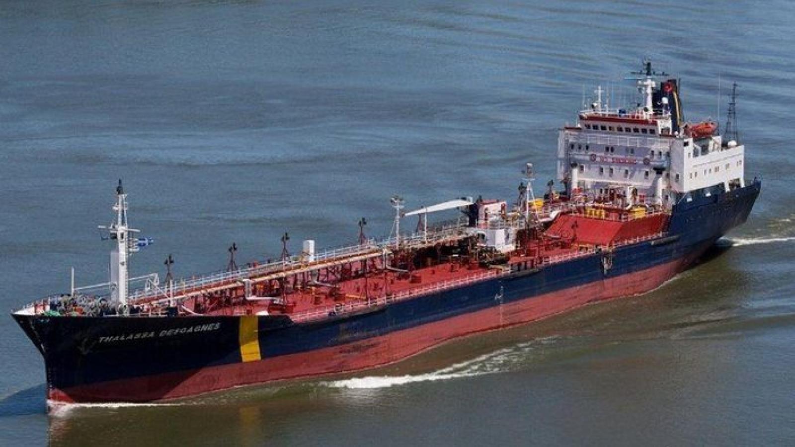Thêm vụ tàu chở dầu bị cướp ngoài khơi UAE, Iran lại đứng trước mũi sào chỉ trích
