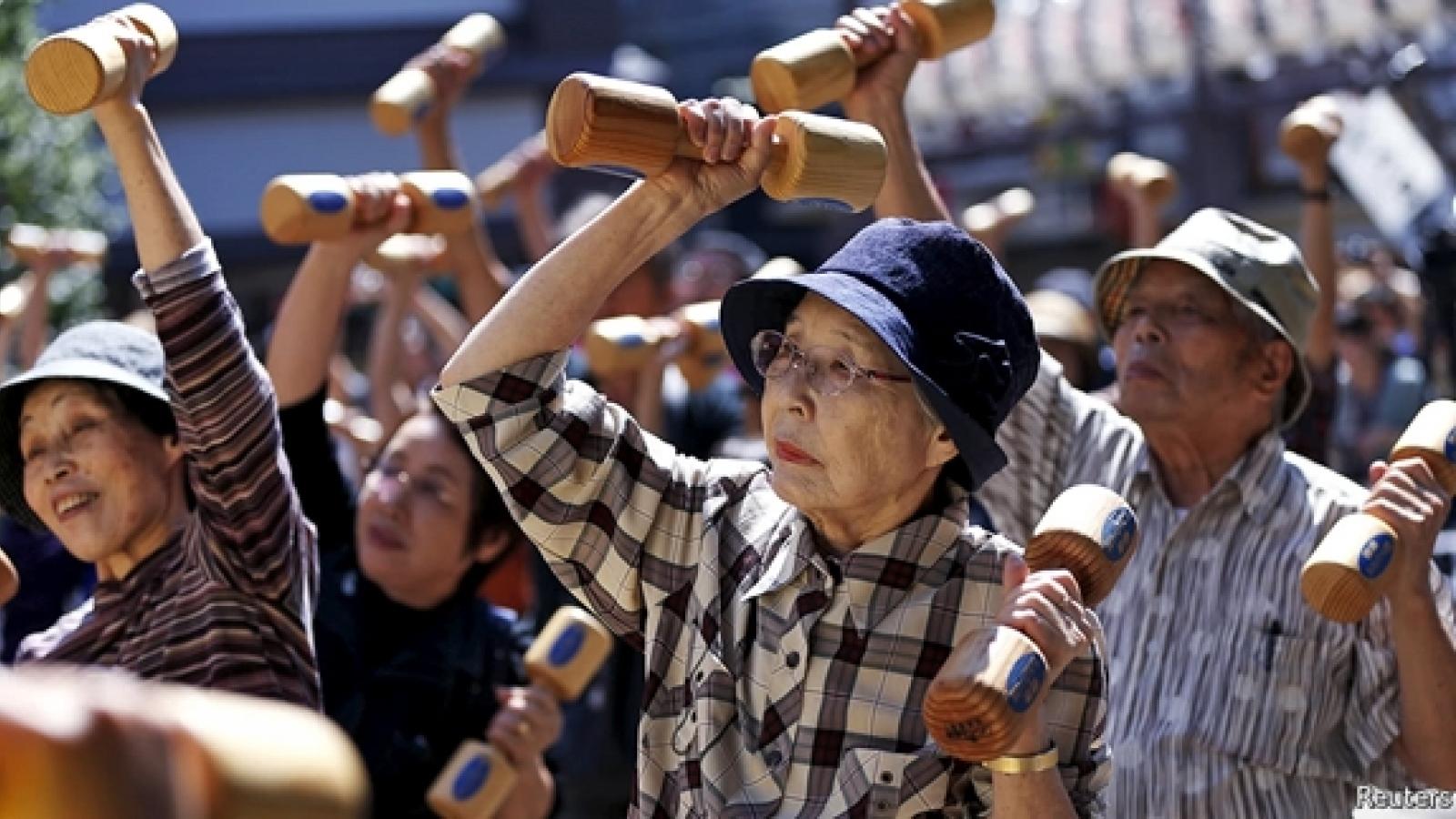 Dân số Nhật Bản giảm năm thứ 8 liên tiếp