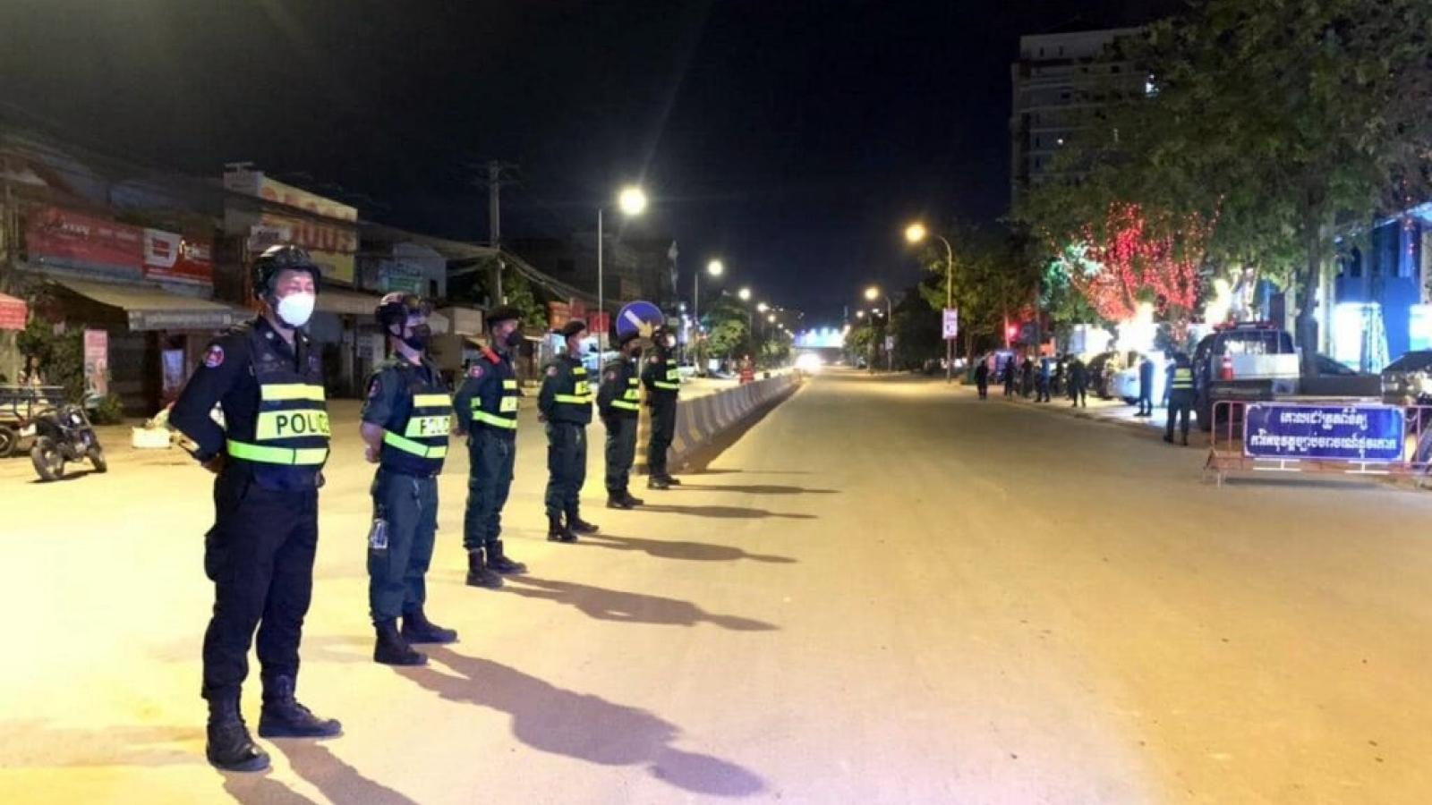 Phnom Penh (Campuchia) mạnh tay với những người vi phạm lệnh giới nghiêm