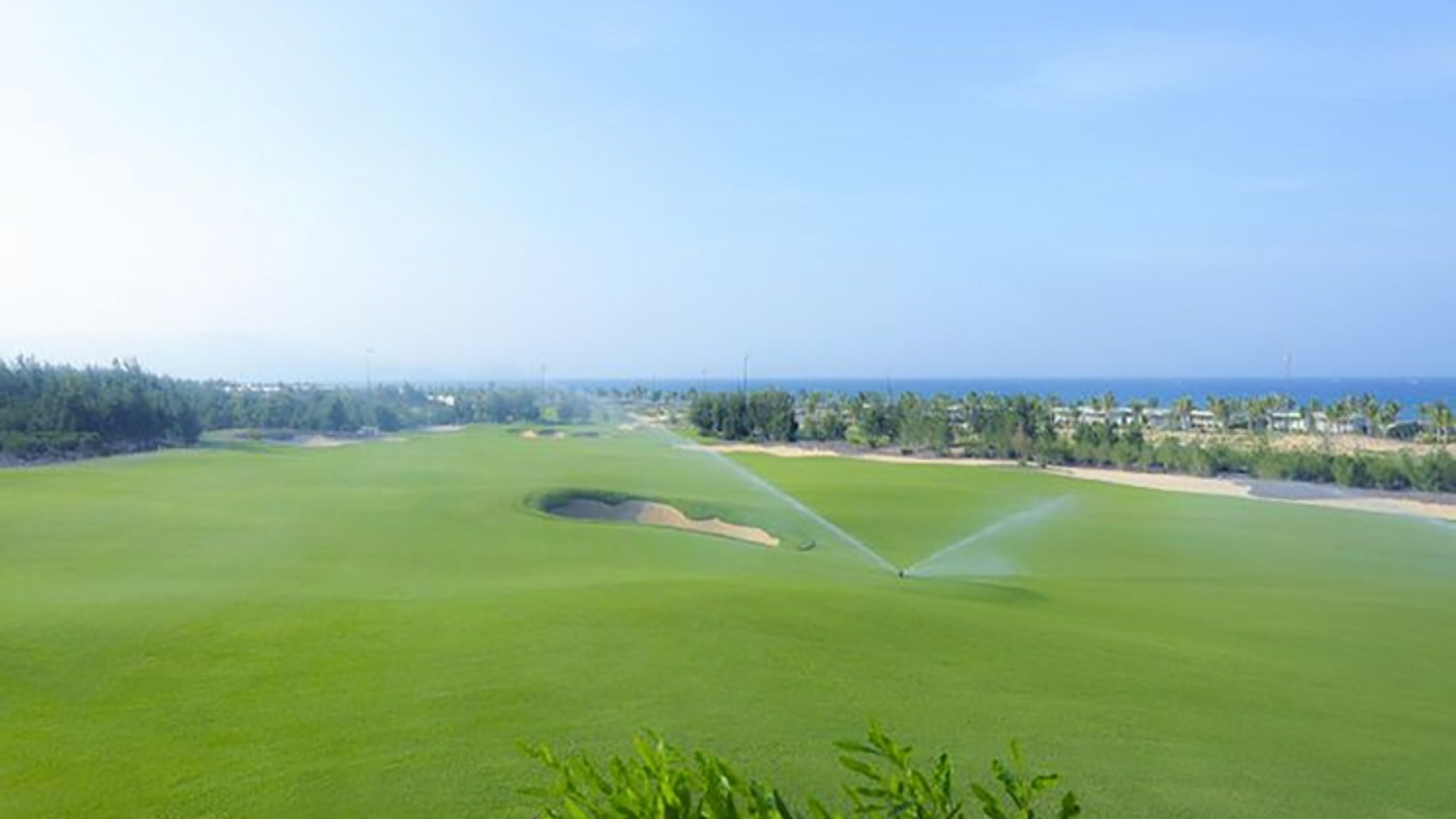 Giám đốc Sở Du lịch Bình Định tiếp xúc với F0 tại sân golf