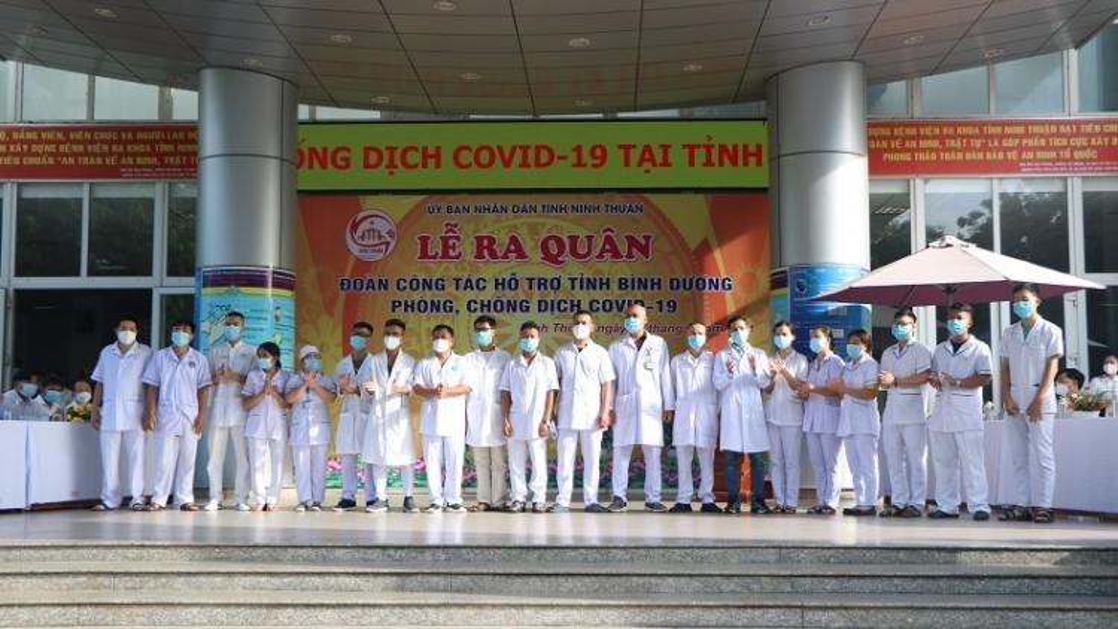 Đoàn y bác sĩ Ninh Thuận lên đường hỗ trợ Bình Dương chống dịch