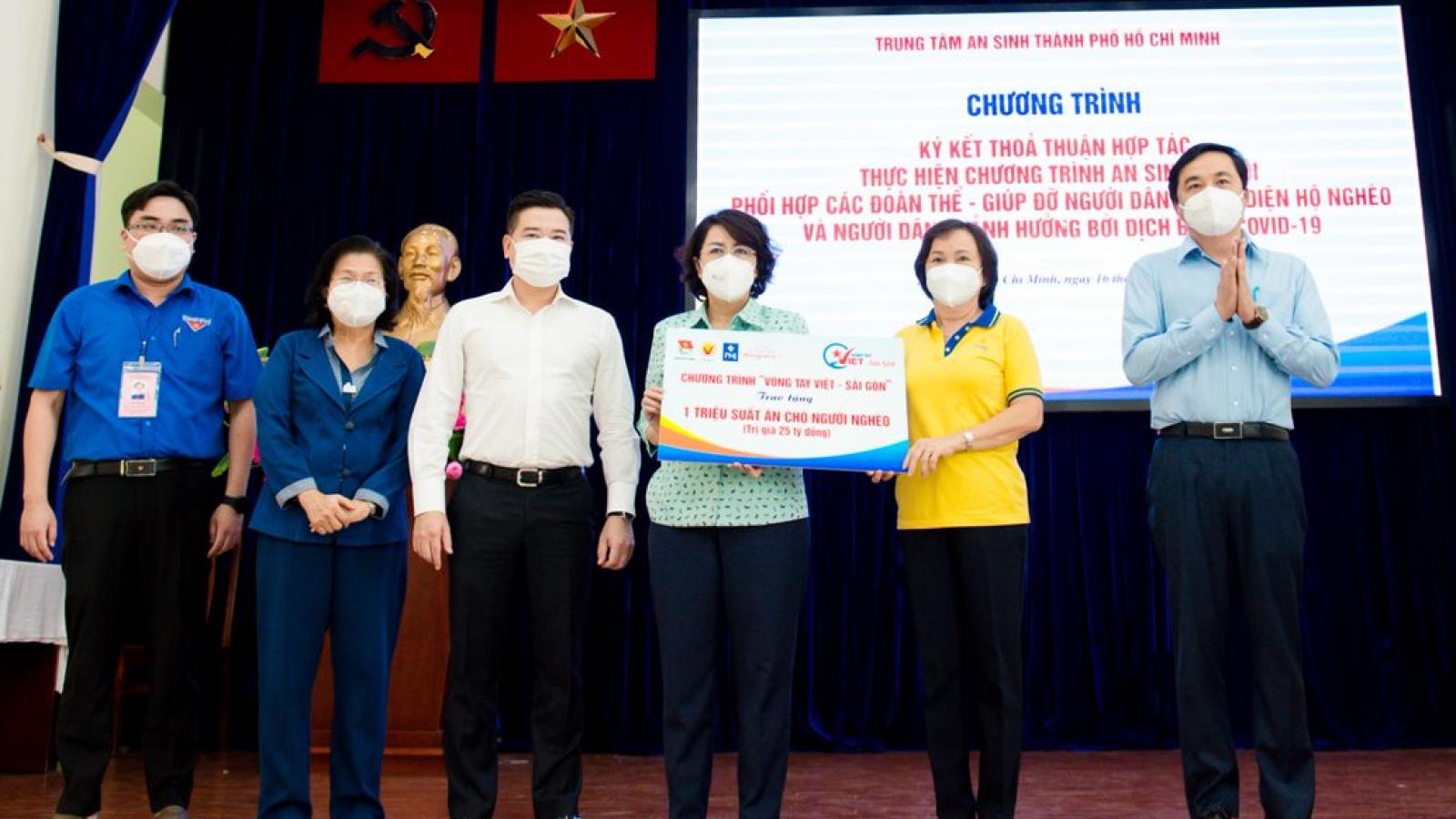 Tập đoàn Hưng Thịnh tiếp tục ủng hộ 10 tỷ hỗ trợ quỹ suất ăn cho người nghèo