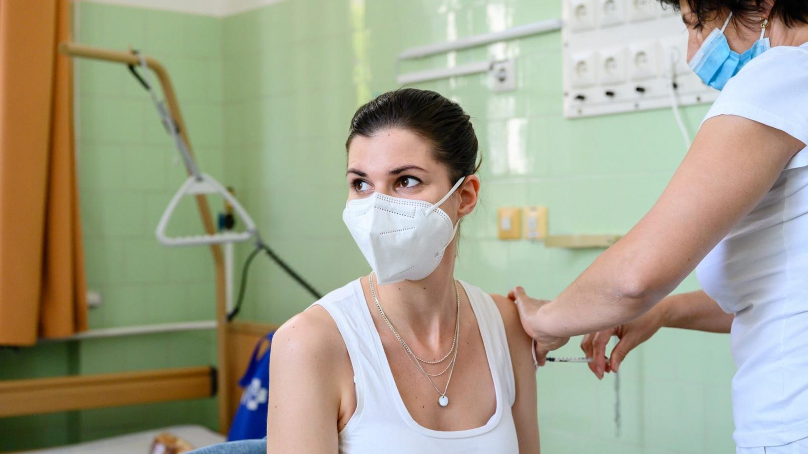 Hungary là quốc gia châu Âu đầu tiên tiêm mũi nhắc lại vaccine ngừa Covid-19