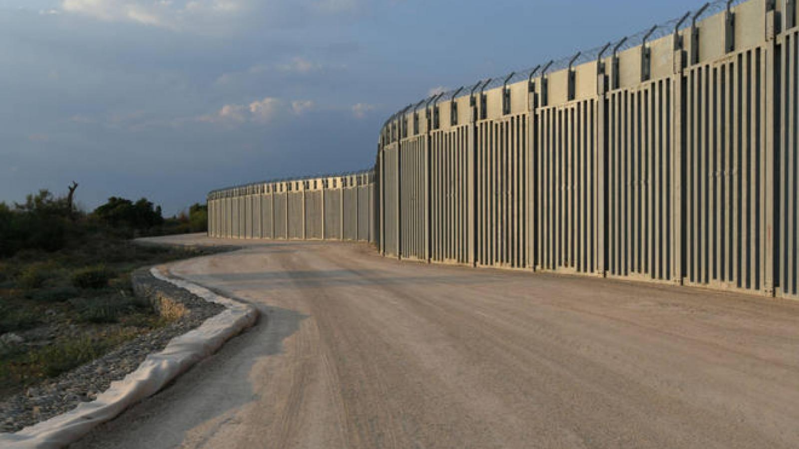 Hy Lạp hoàn thành bức tường ngăn người di cư dọc biên giới với Thổ Nhĩ Kỳ