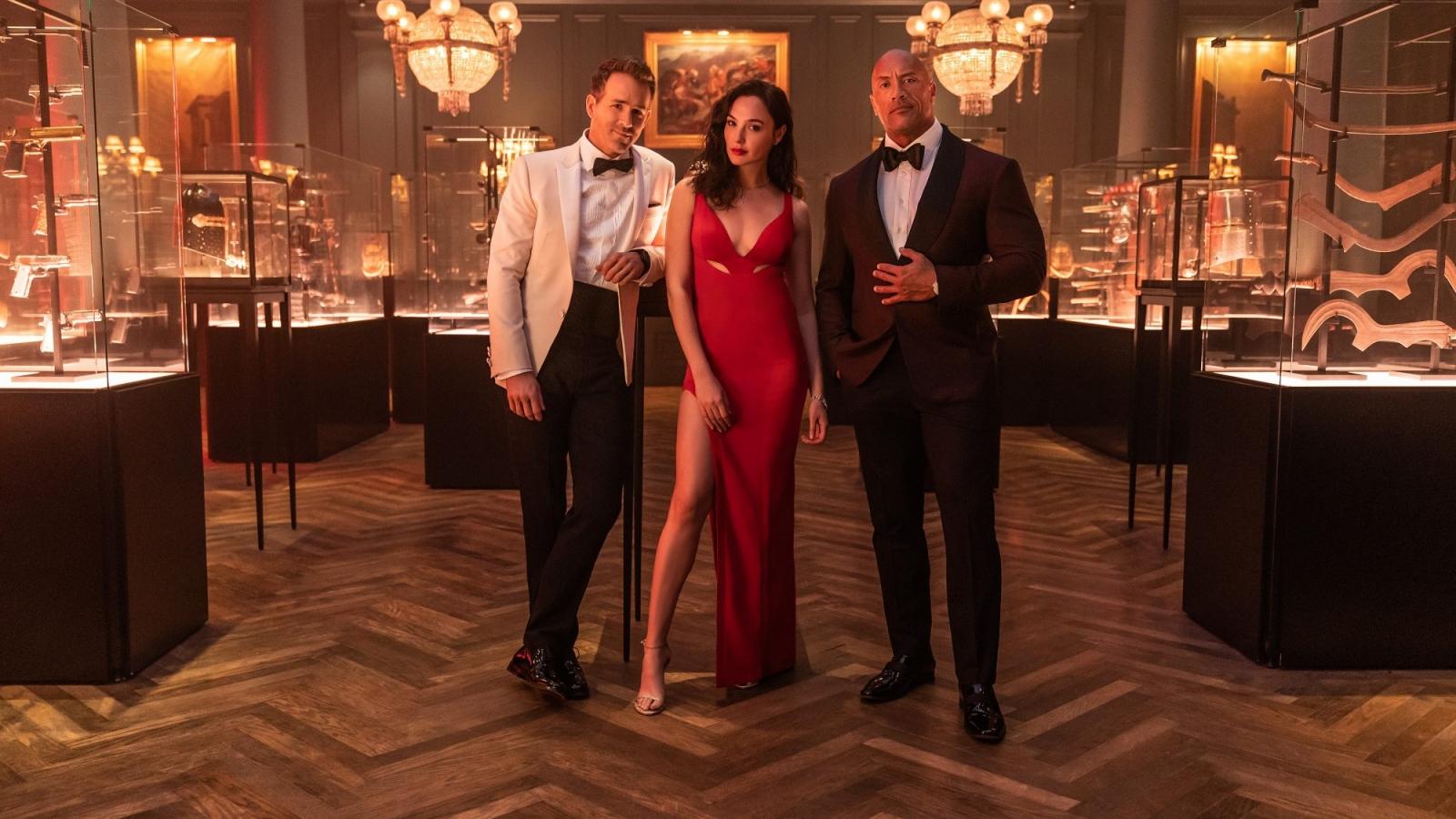 """Nhà sản xuất tiết lộ """"Red Notice"""" là bộ phim lớn nhất Netflix từng thực hiện"""