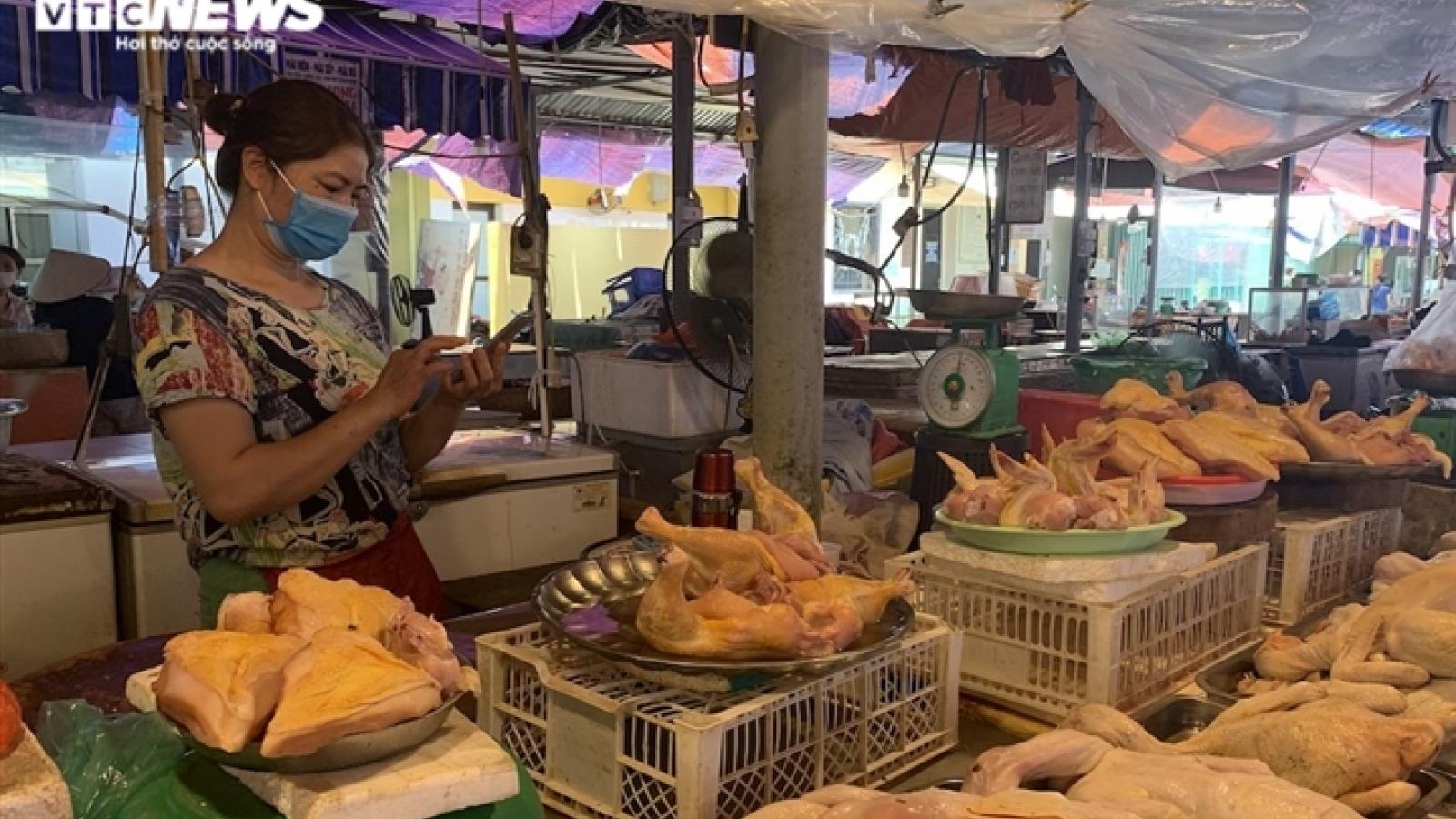 Giá gà ở phía Nam rớt kỷ lục, giá ở Hà Nội có giảm?