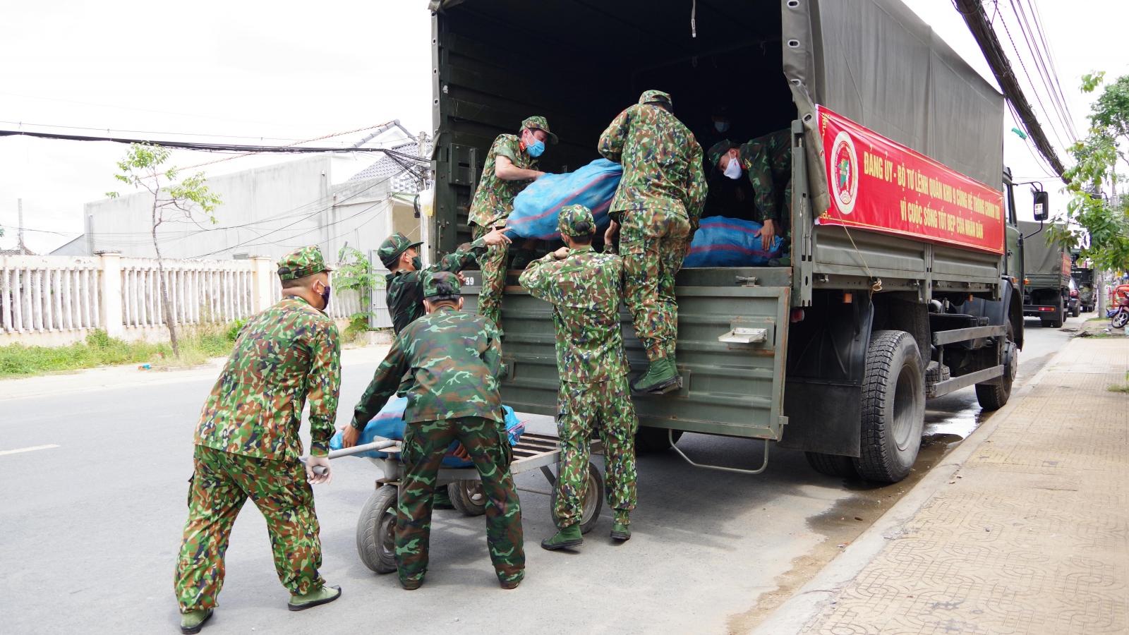 Quân khu 9 mua nông sản ở Sóc Trăng hỗ trợ bà con TP.HCM