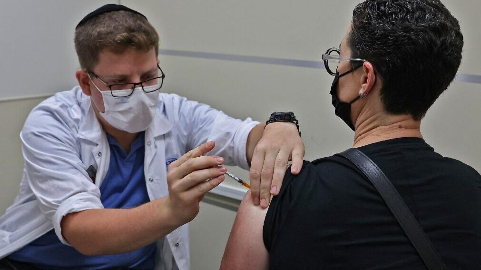 Israel bắt đầu chiến dịch tiêm mũi nhắc lại vaccine Covid-19 cho tất cả người dân
