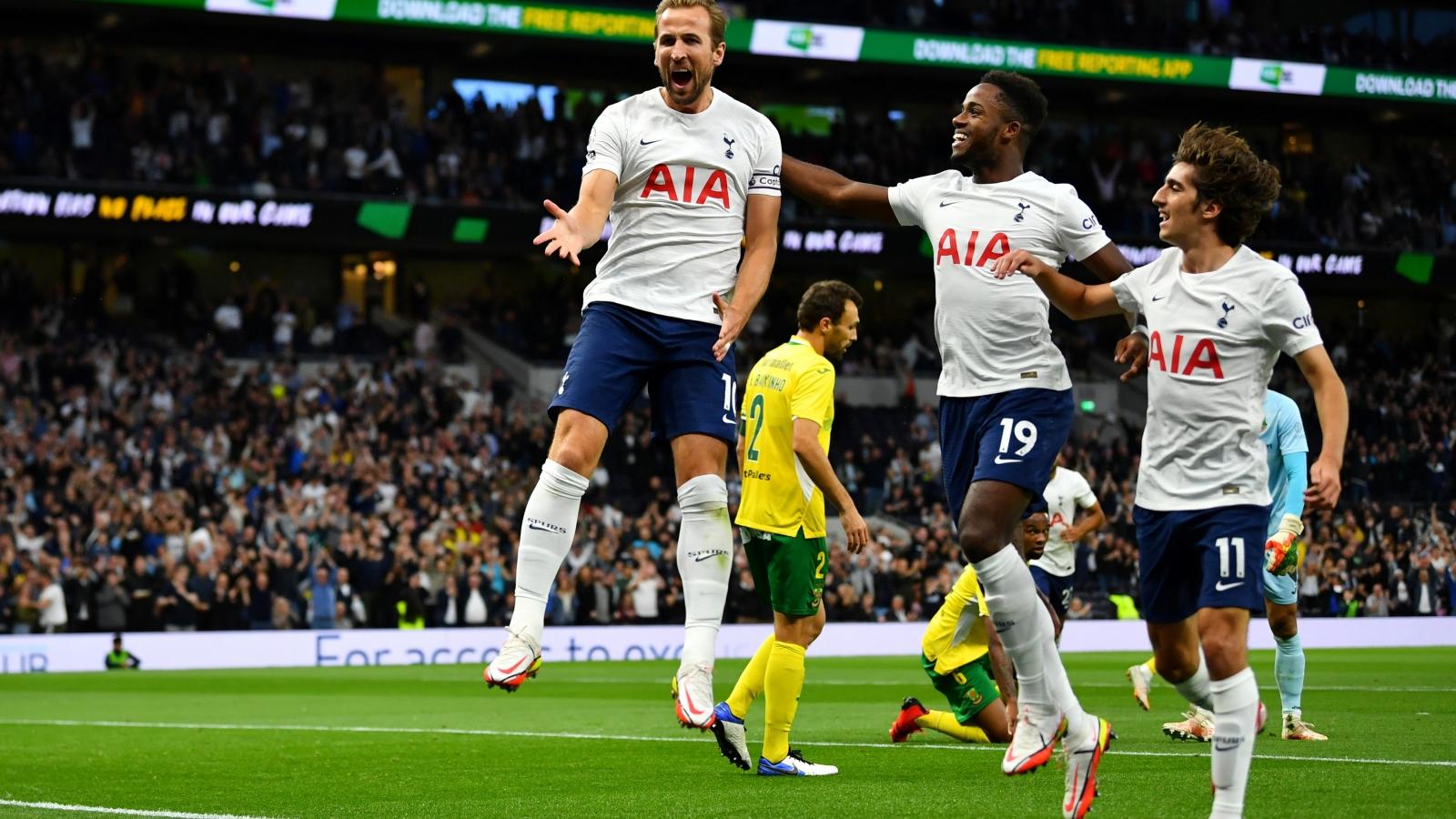 Harry Kane rực sáng, Tottenham giành vé vào vòng bảng Europa Conference League