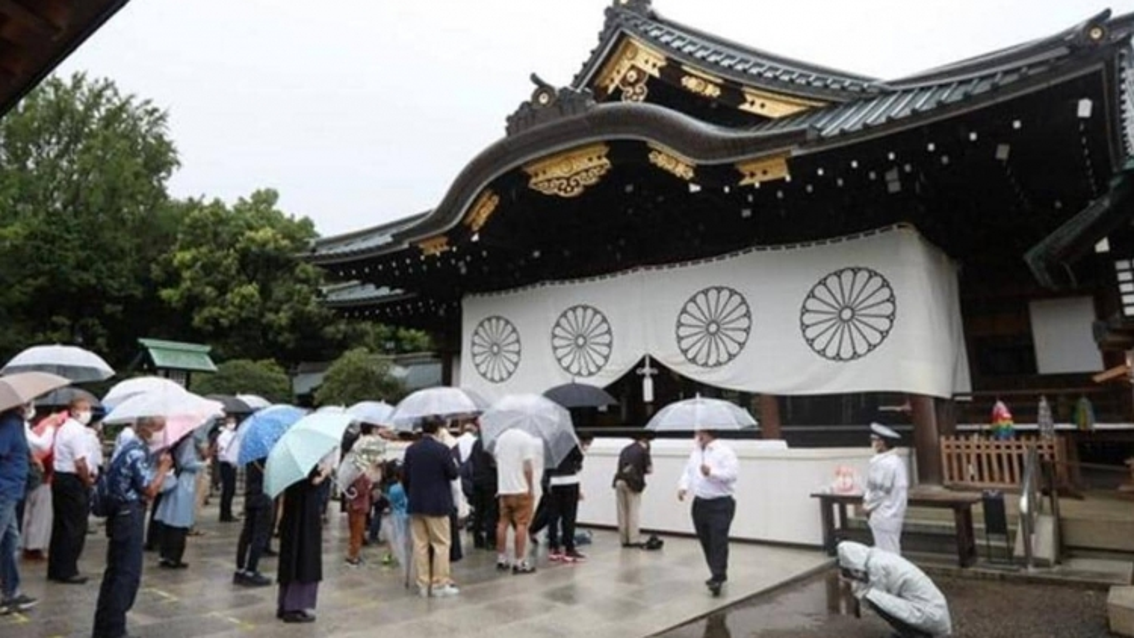Trung Quốc, Nga lên án việc các thành viên Nội các Nhật Bản tới thăm đền Yasukuni