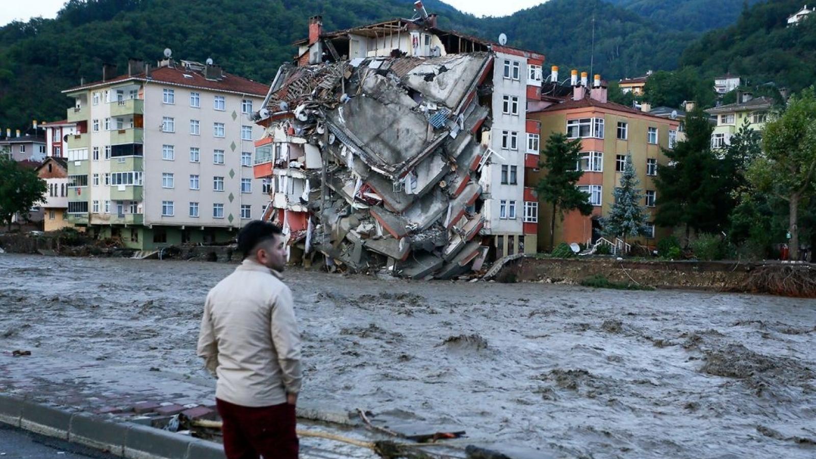 Lũ lụt làm ít nhất 44 người chết ở Thổ Nhĩ Kỳ