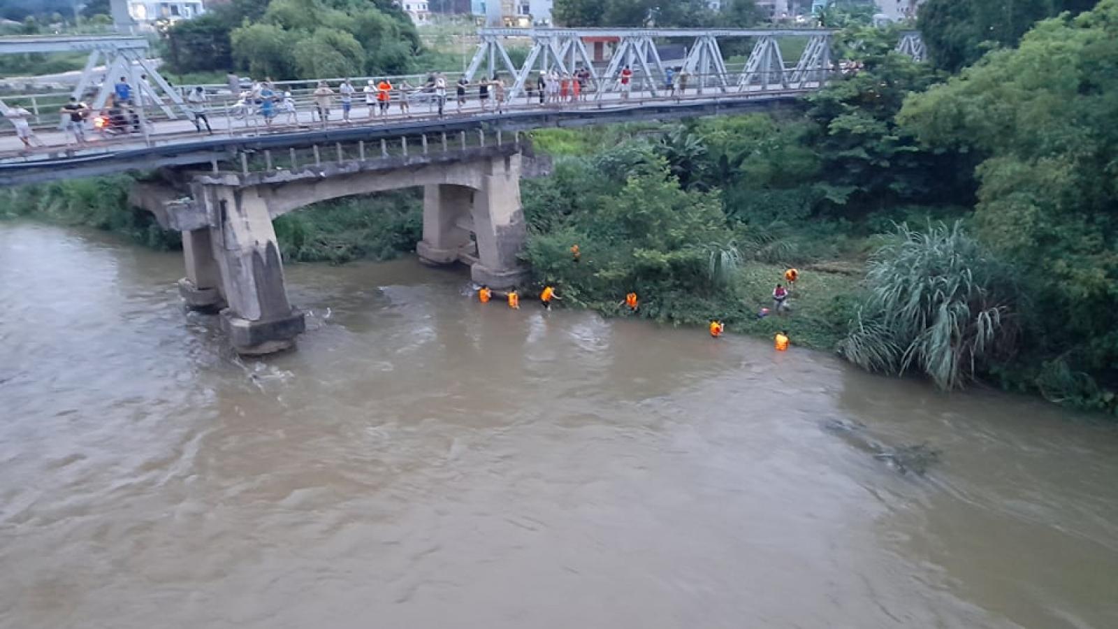 Bắc Kạn tìm kiếm học sinh bị mất tích trên sông Cầu