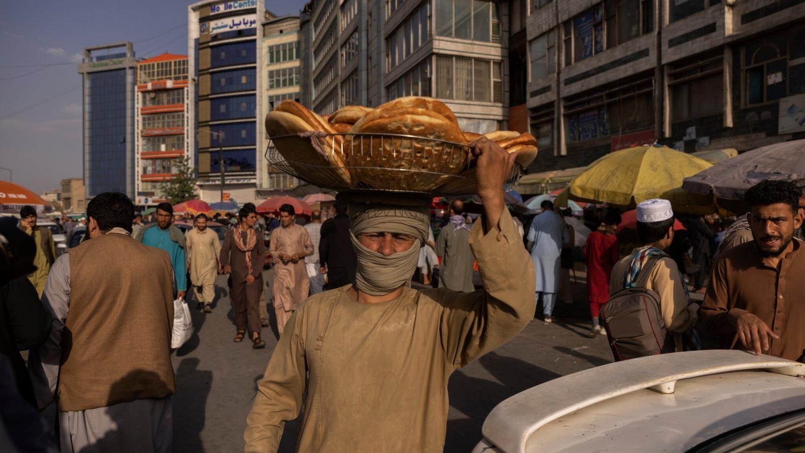 Dưới sự cai trị của Taliban, cuộc sống ở thủ đô Kabul ngày càng biến động