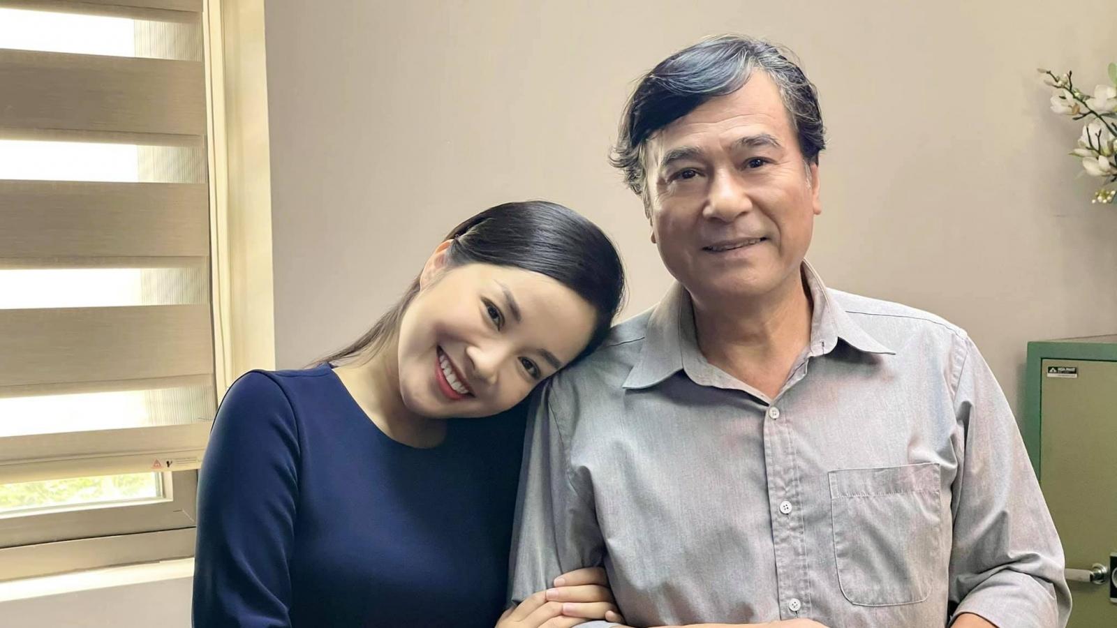 """15 năm """"Nhật ký Vàng Anh"""", Minh Hương từ con hóa bạn gái NSND Mạnh Cường"""