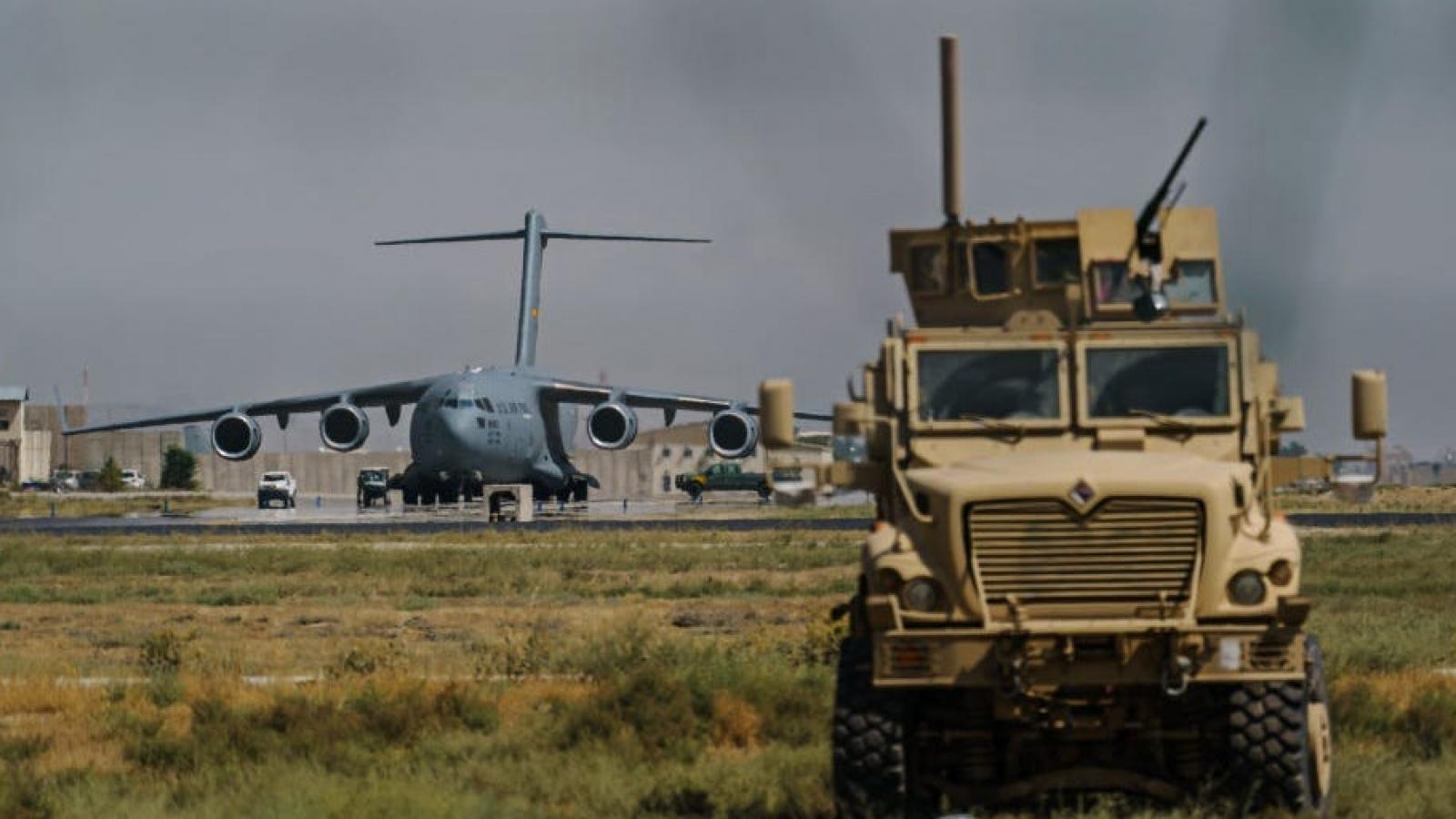 Quân đội Mỹ vô hiệu hóa 73 máy bay trước khi rời sân bay Kabul