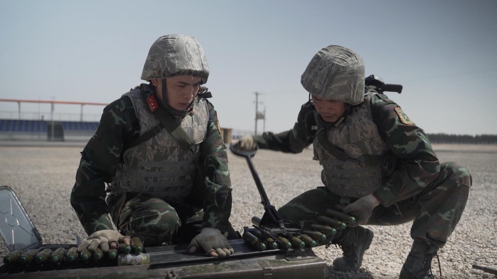 """Lính pháo binh Việt Nam luyện tập tham gia cuộc thi """"Chuyên gia vũ khí"""" ARMI-2021"""