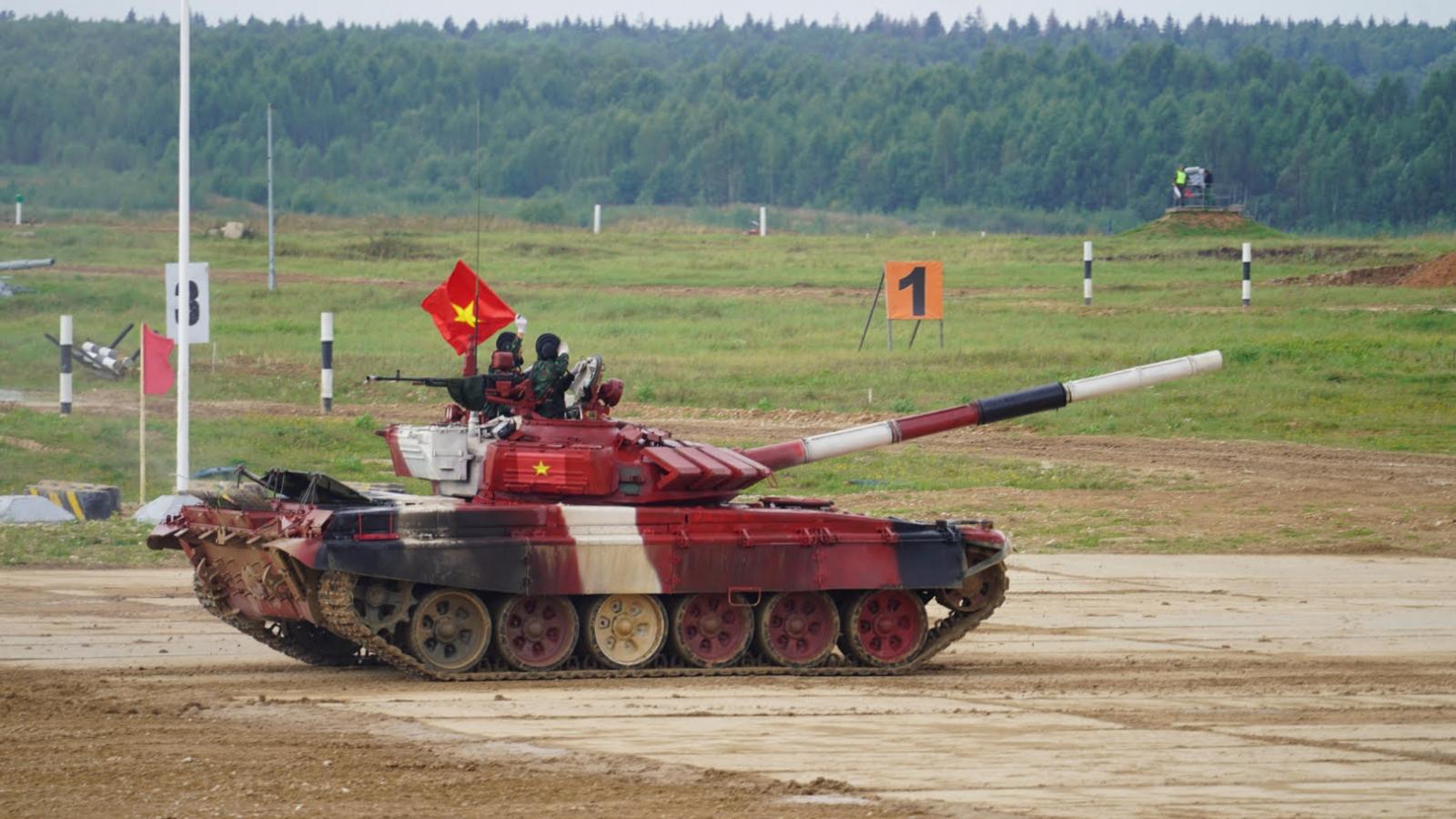 Kíp xe thứ 2 của Đội tuyển xe tăng QĐND Việt Nam xuất trận