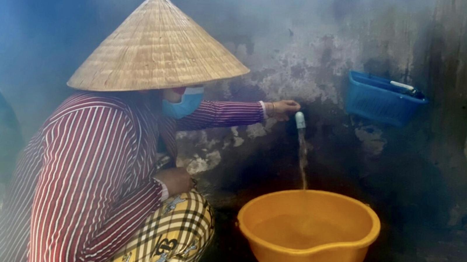 Người dân đồng bằng sông Cửu Long được giảm giá nước sạch