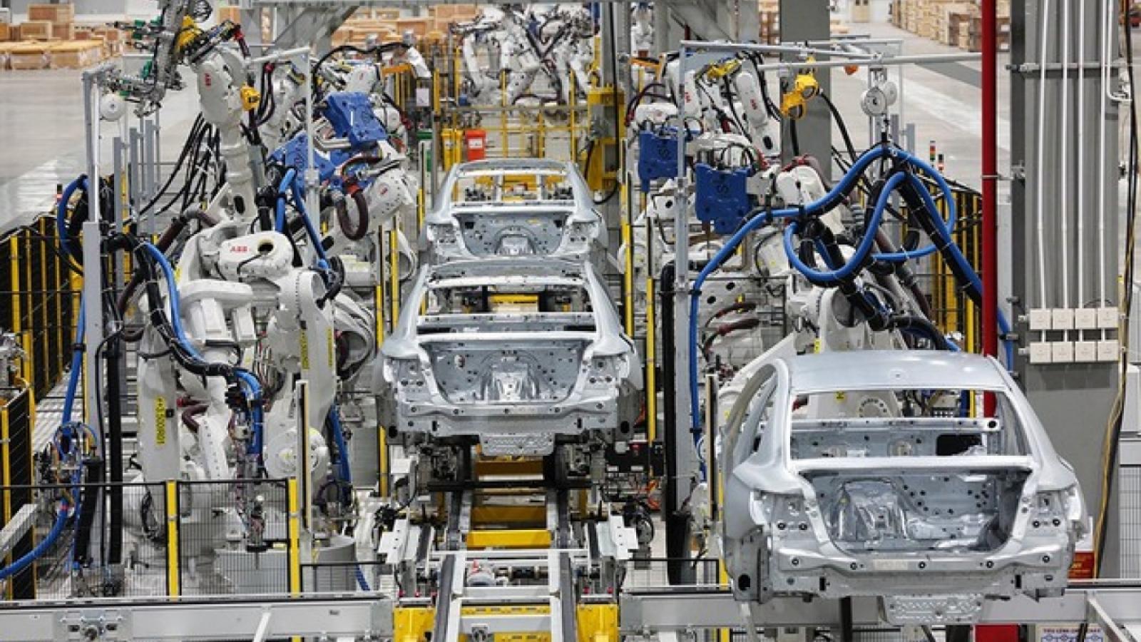 Phó Thủ tướng: Nghiên cứu đề xuất giảm 50% lệ phí trước bạ ô tô