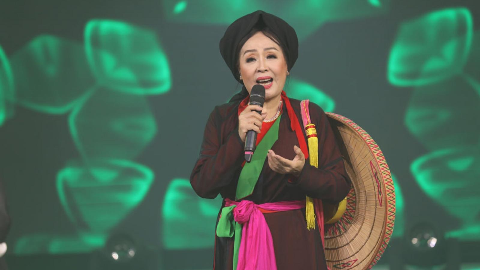 NSND Thu Hiền xúc động kể về kỷ niệm khi là nữ văn công tuyến lửa