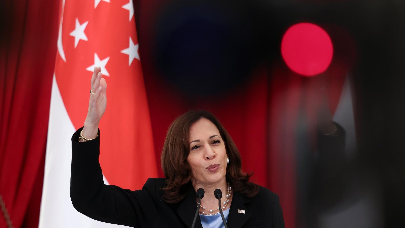 Nhìn lại 2 ngày làm việc của Phó Tổng thống Mỹ tại Singapore trước khi thăm Việt Nam