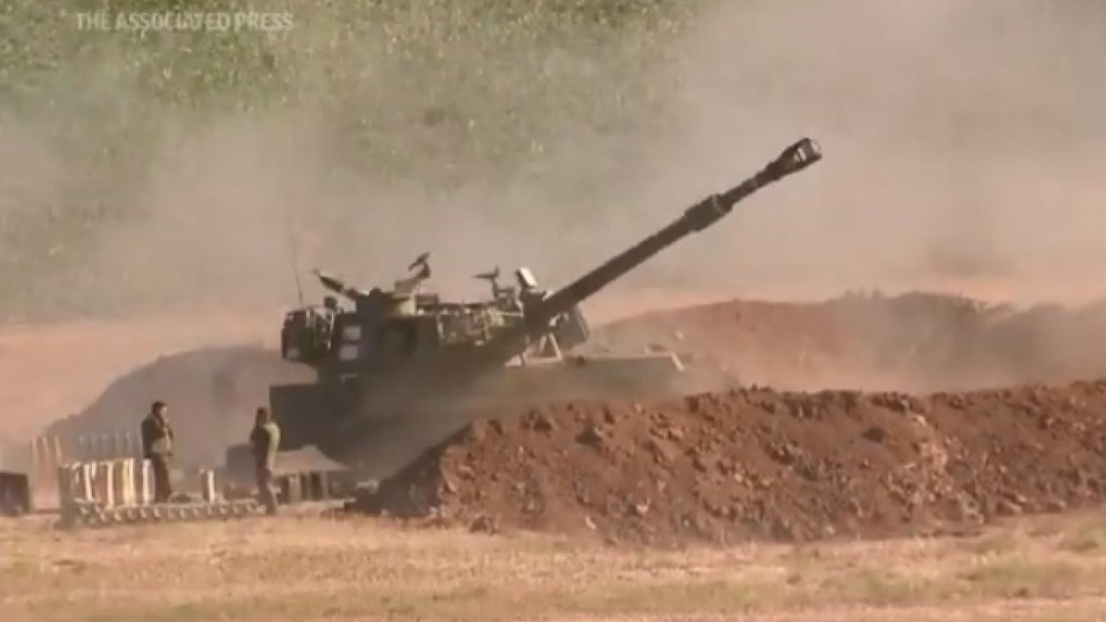 Video pháo tự hành của Israel thi nhau bắn về dải Gaza trong xung đột với Hamas