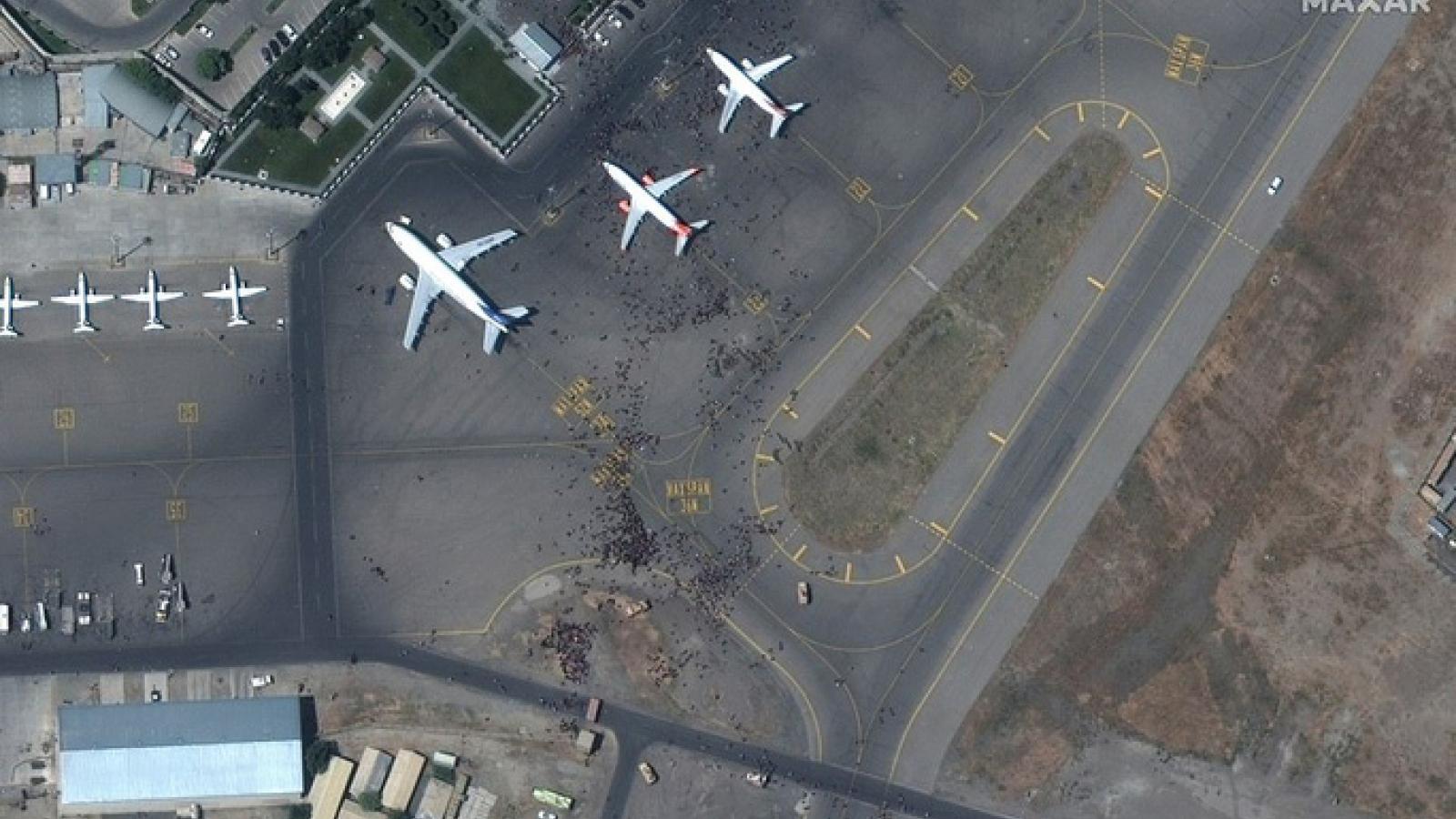 Mỹ điều tra vụ thi thể người bị mắc kẹt trong khoang bánh máy bay C-17