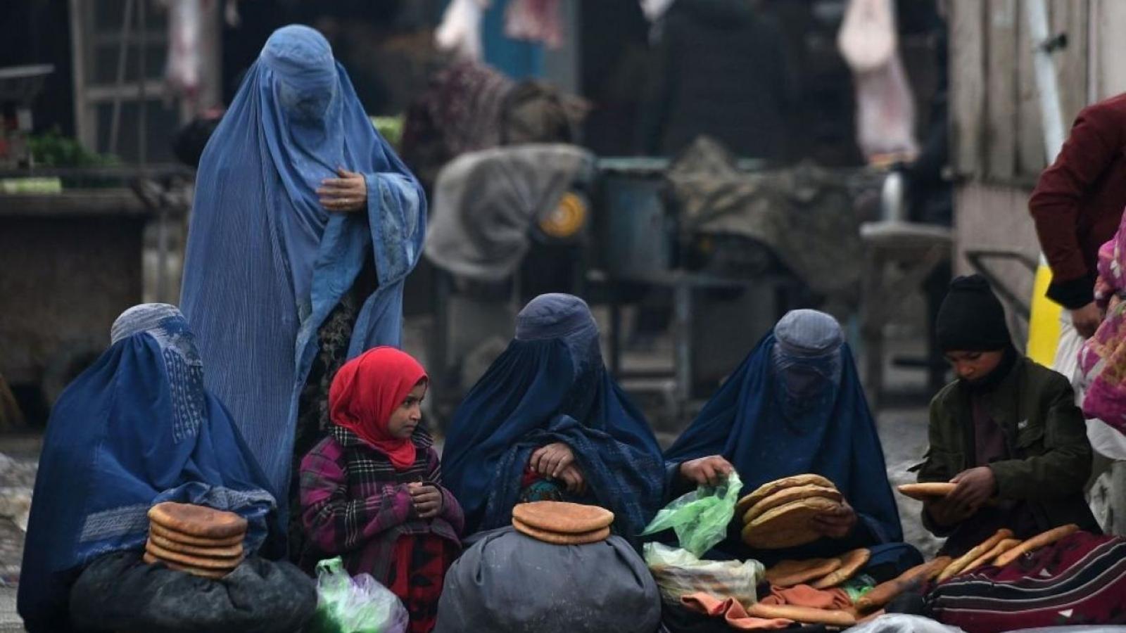 """Tương lai """"đen tối và nỗi sợ mất quyền"""" của phụ nữ Afghanistan khi Taliban nắm quyền"""