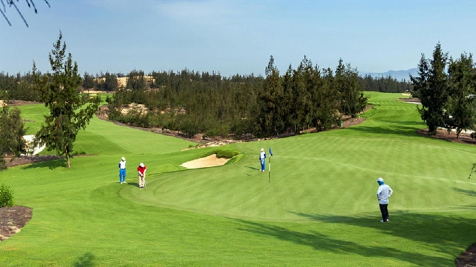 Đình chỉ công tác Giám đốc Sở Du lịch Bình Định chơi golf khi tỉnh giãn cách xã hội