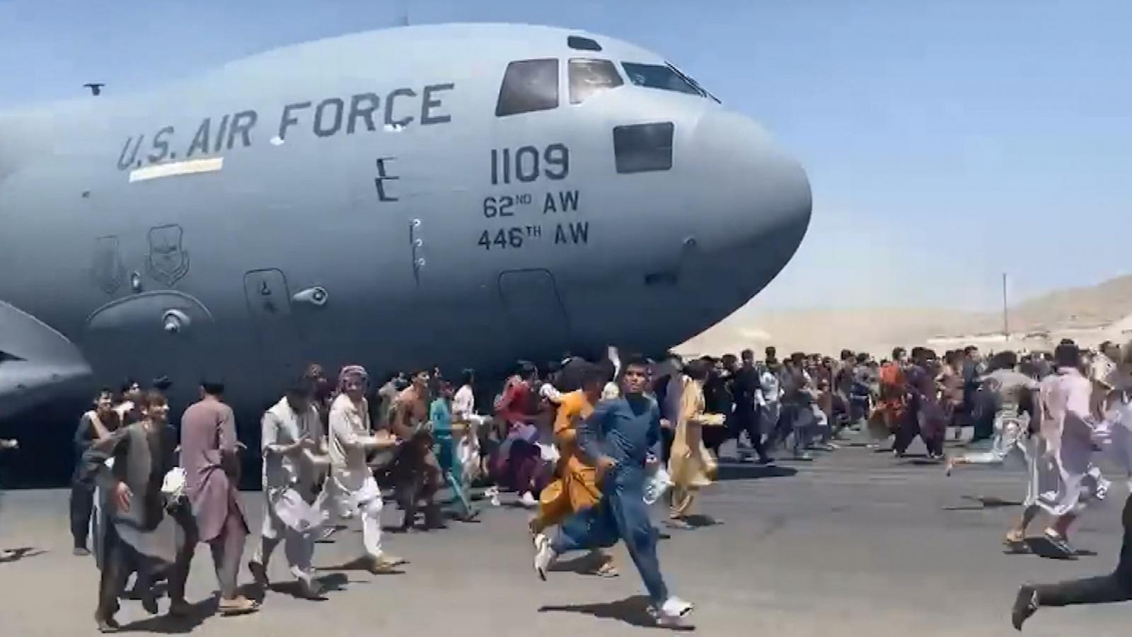 """Lời kể của phi công máy bay di tản từ Kabul: """"Chỉ có 30 phút để hạ cánh rồi cất cánh"""""""