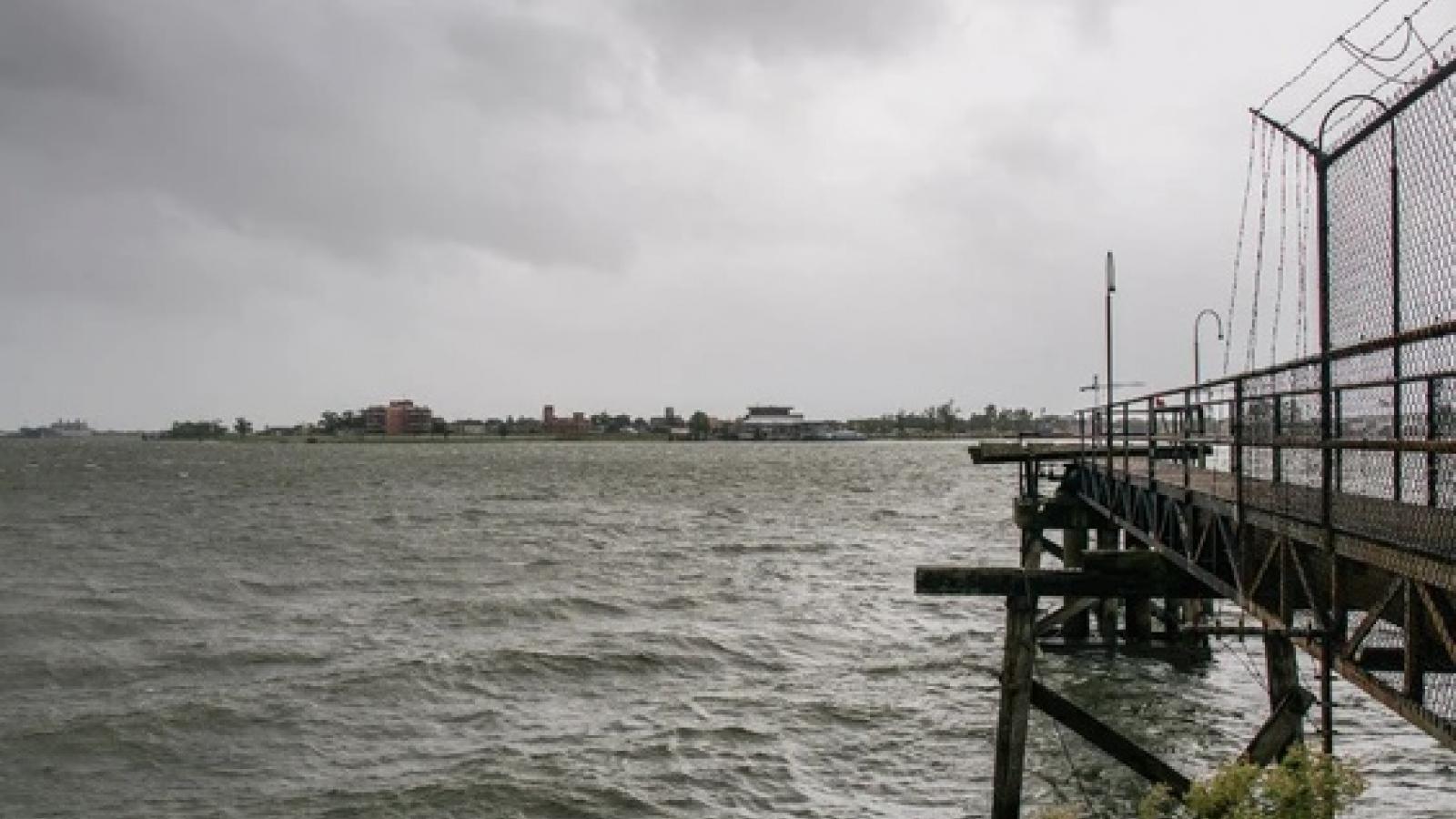 Siêu bão Ida đổ bộ vào Mỹ có sức gió mạnh hơn cả Katrina, sông Mississippi bị chảy ngược