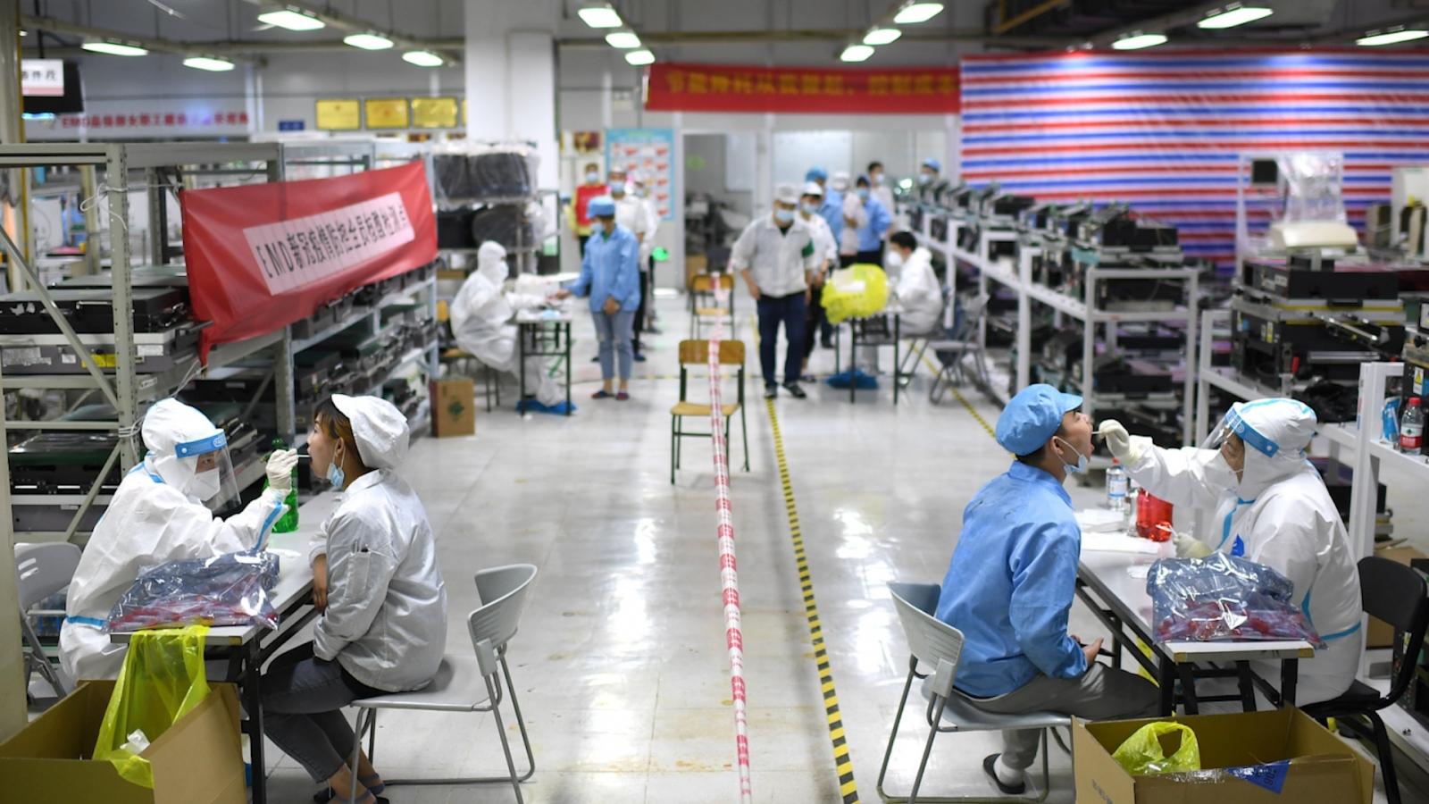 Trung Quốc kỷluật thêm 20 quan chức, bắt giam giáo viên đề nghị sống chung với Covid-19