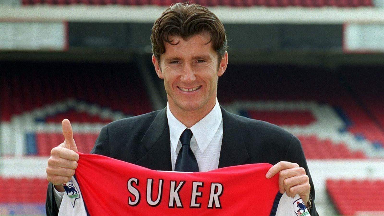 Ngày này năm xưa: Arsenal chiêu mộ thành công vua phá lưới World Cup