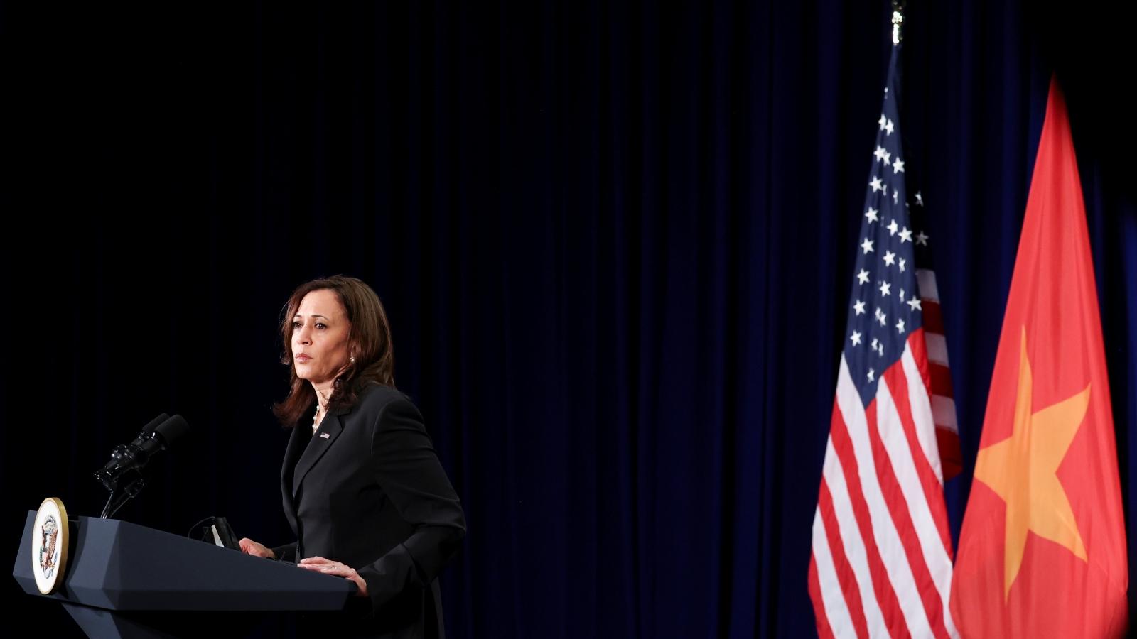 Những hình ảnh ấn tượng của Phó Tổng thống Mỹ Kamala Harris trong chuyến thăm Việt Nam