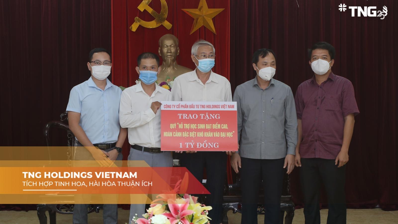 TNG Holdings Vietnam tiếp sức cho học sinh nghèo
