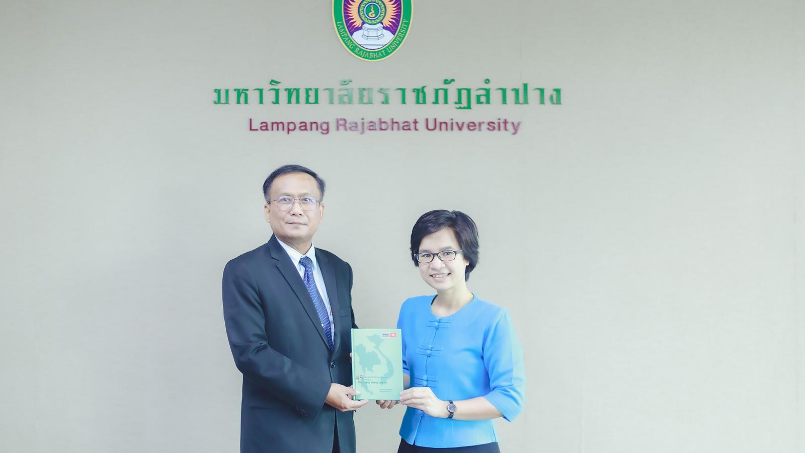 Ra mắt sách về 45 năm quan hệ Việt Nam- Thái Lan bằng hai thứ tiếng
