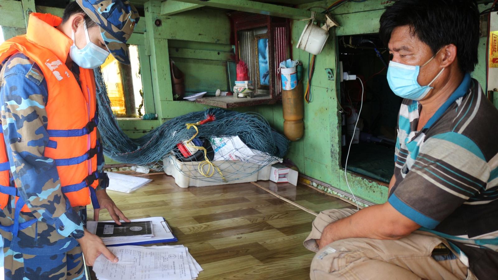 Bắt giữ, xử lý nghiêm tàu cá tự ý tháo thiết bị giám sát hành trình đánh bắt trái phép