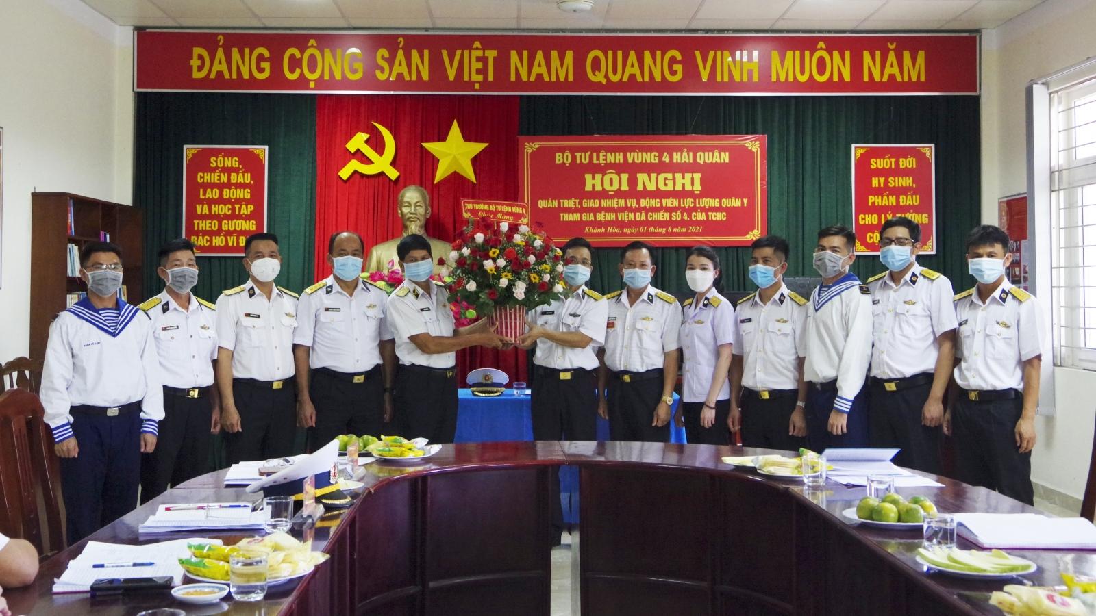 Y bác sĩ Vùng 4 Hải quân tham gia Bệnh viện Dã chiến số 4
