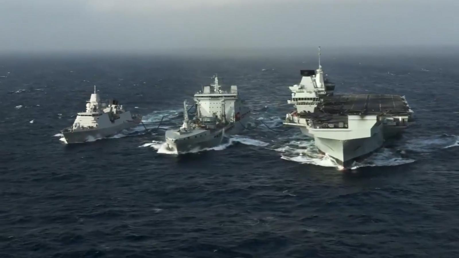 Hải quân Mỹ đăng tải video tàu sân bay Anh Queen Elizabeth hoạt động ở Biển Đông