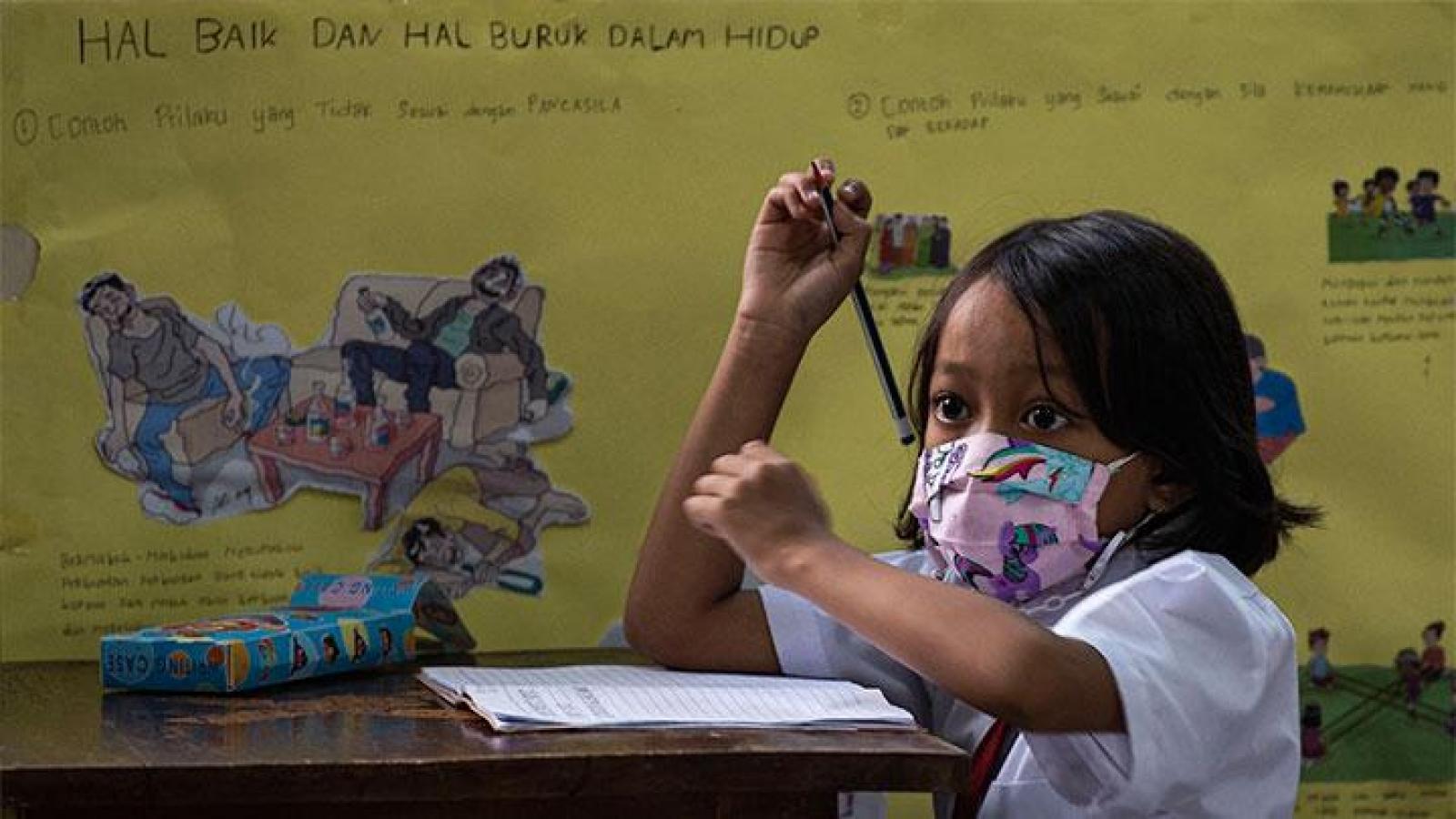 Dịch Covid-19 có xu hướng giảm,Indonesia mở cửa trường học hạn chế