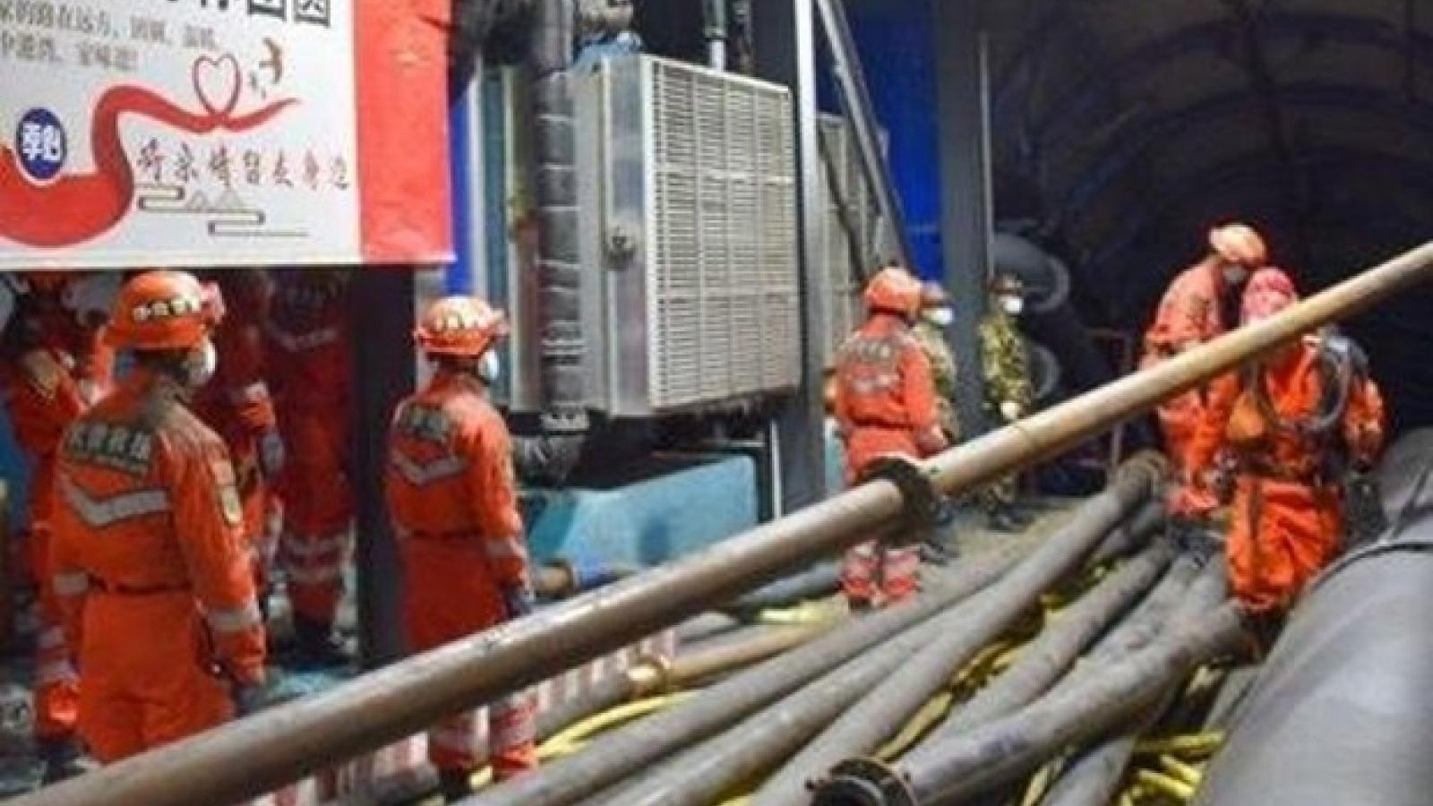 Trung Quốc chạy đua với thời gian giải cứu gần 20 thợ mỏ mắc kẹt