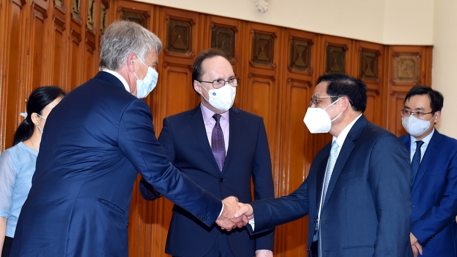 Thủ tướng: Việt Nam mong muốn Nga chuyển giao công nghệ sản xuất thuốc điều trị Covid-19