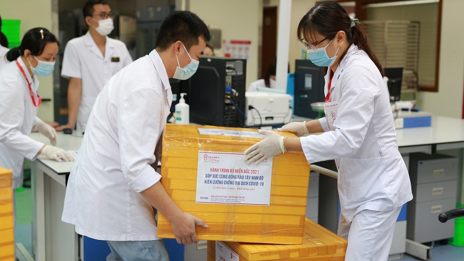 Gần 3.000 đơn vị máu chuyển đến 10 tỉnh, thành phốtrong đợt giãn cách xã hội