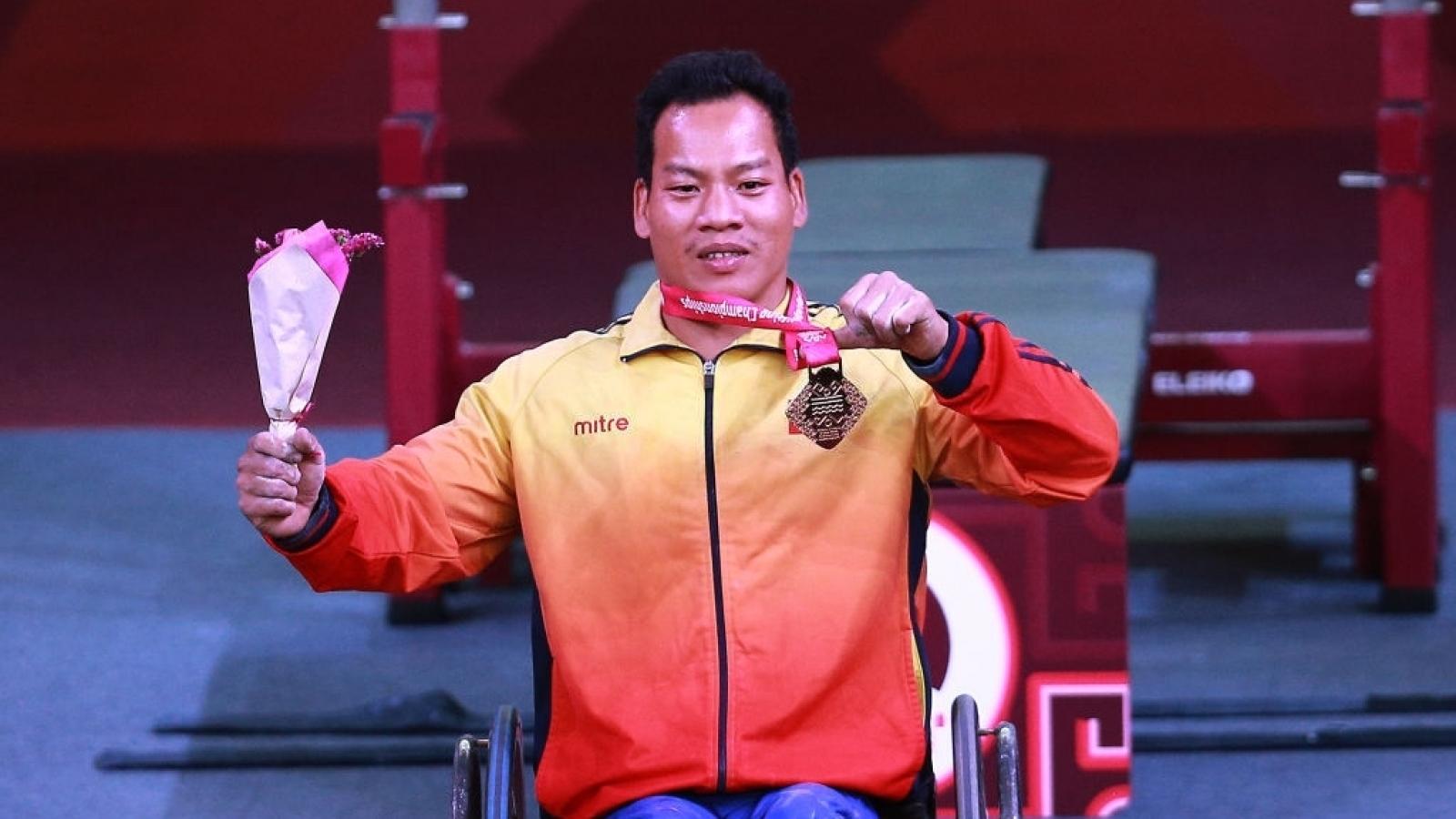 VĐV Lê Văn Công giành HCB cử tạ Paralympic Tokyo 2020