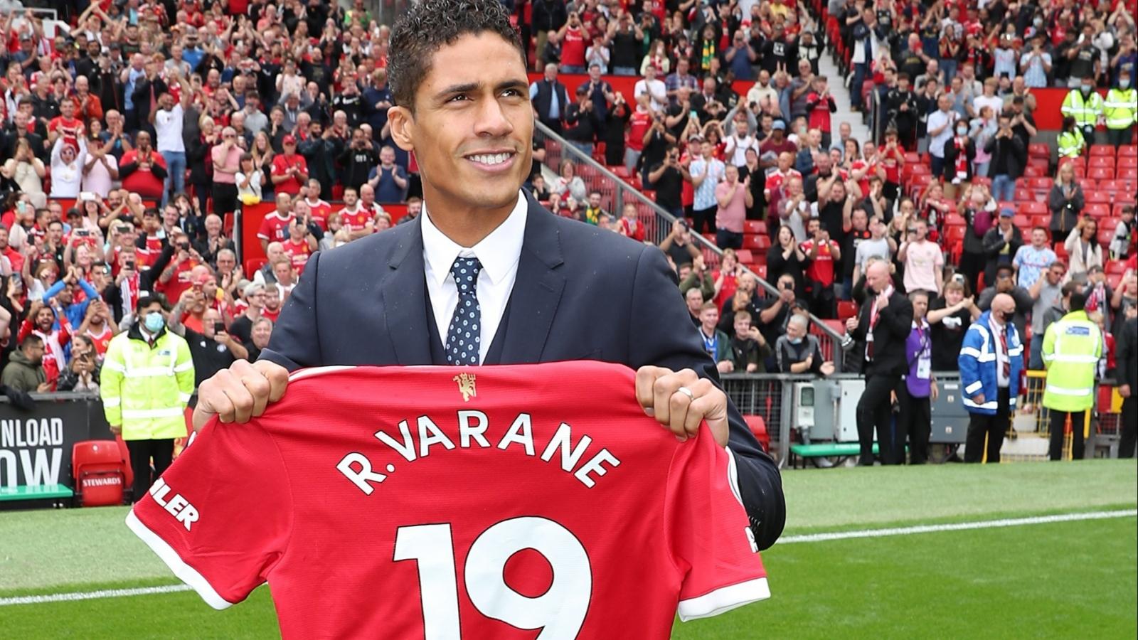 Vì sao Raphael Varane khoác chiếc áo số 19 ở MU?