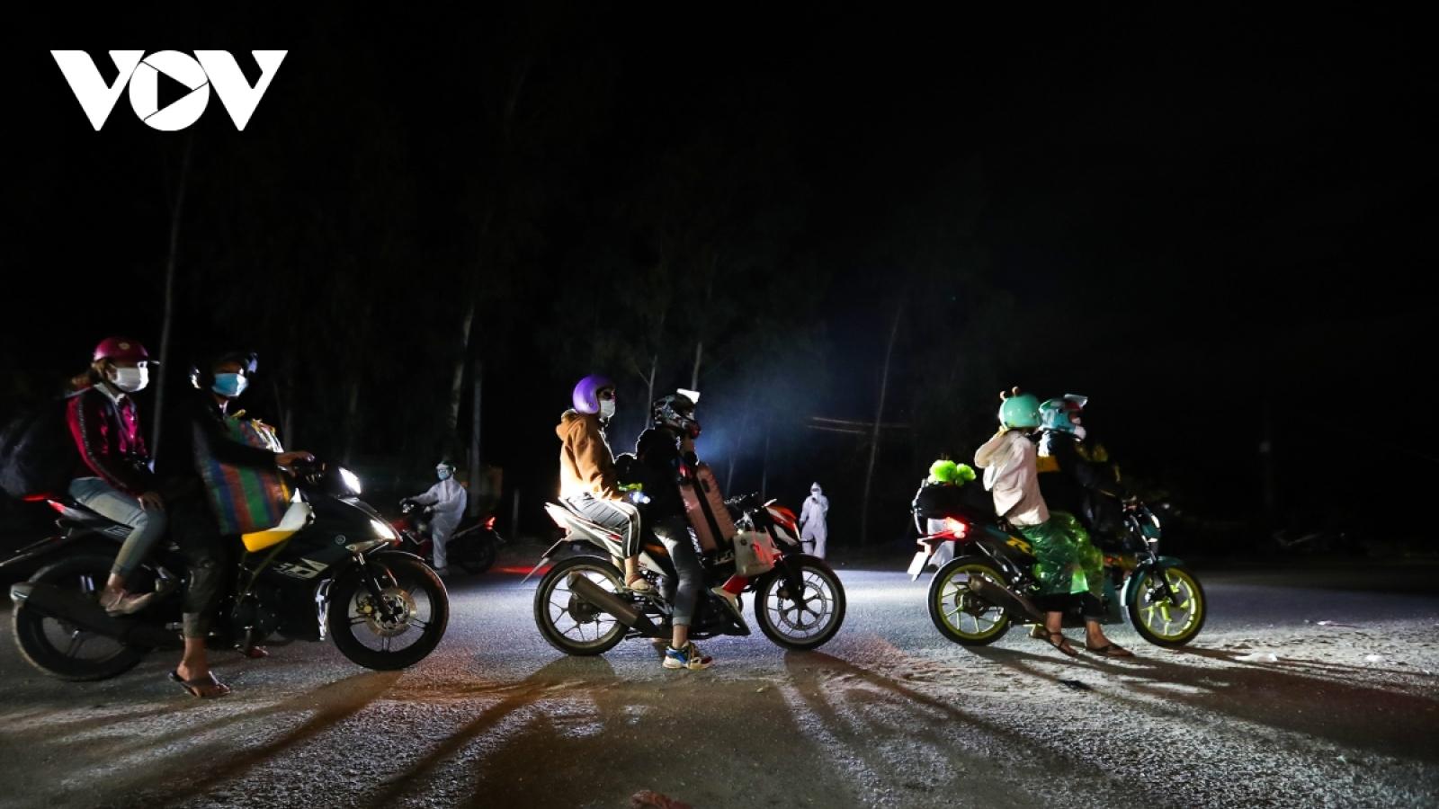 Lào Cai tiếp nhận 9 người đi xe máy từ Bình Dương về dương tính với SARS-CoV-2