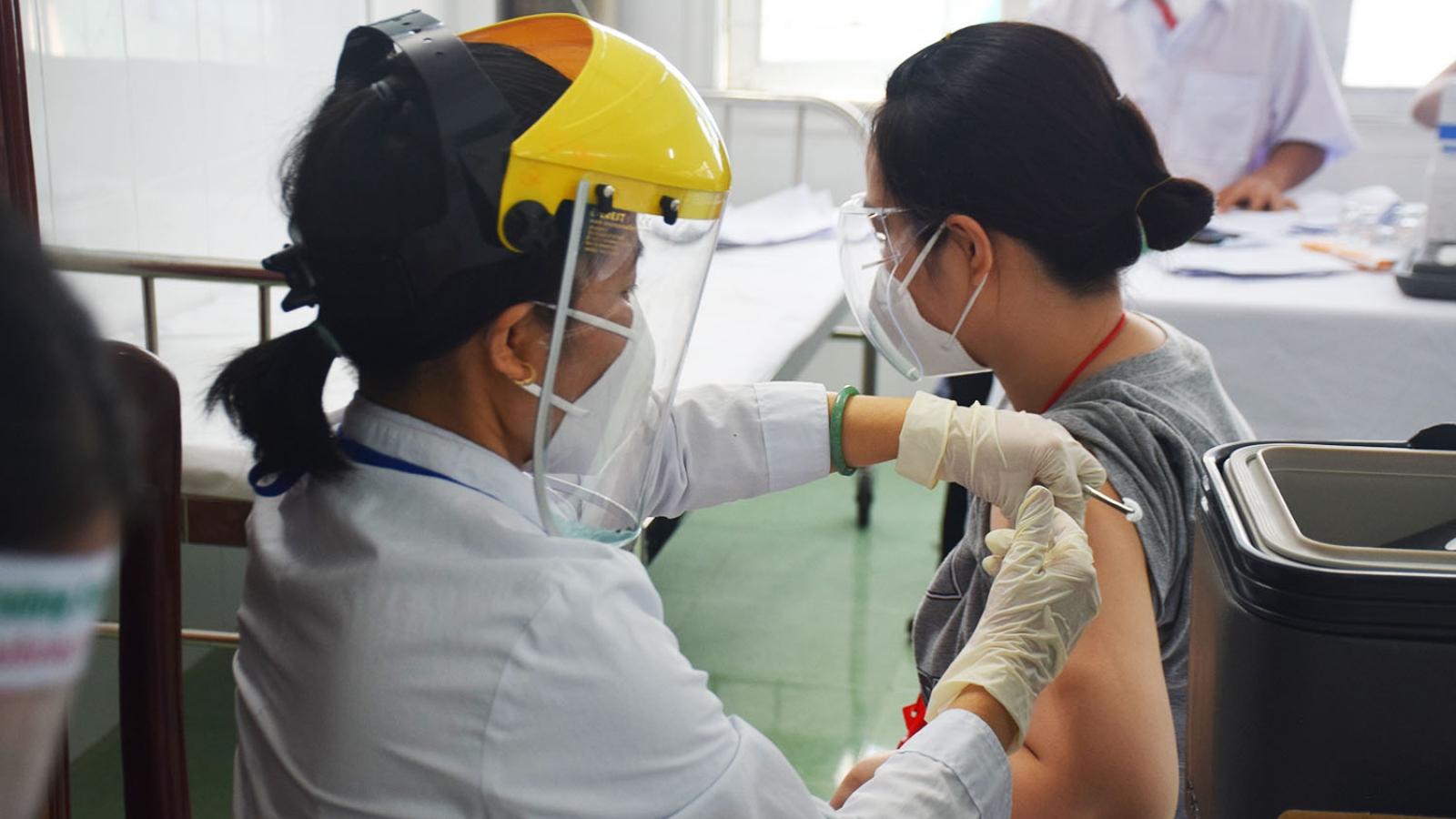 """Phú Yên đẩy nhanh tiêm vaccine, tạo """"vùng xanh"""" miễn dịch cộng đồng"""
