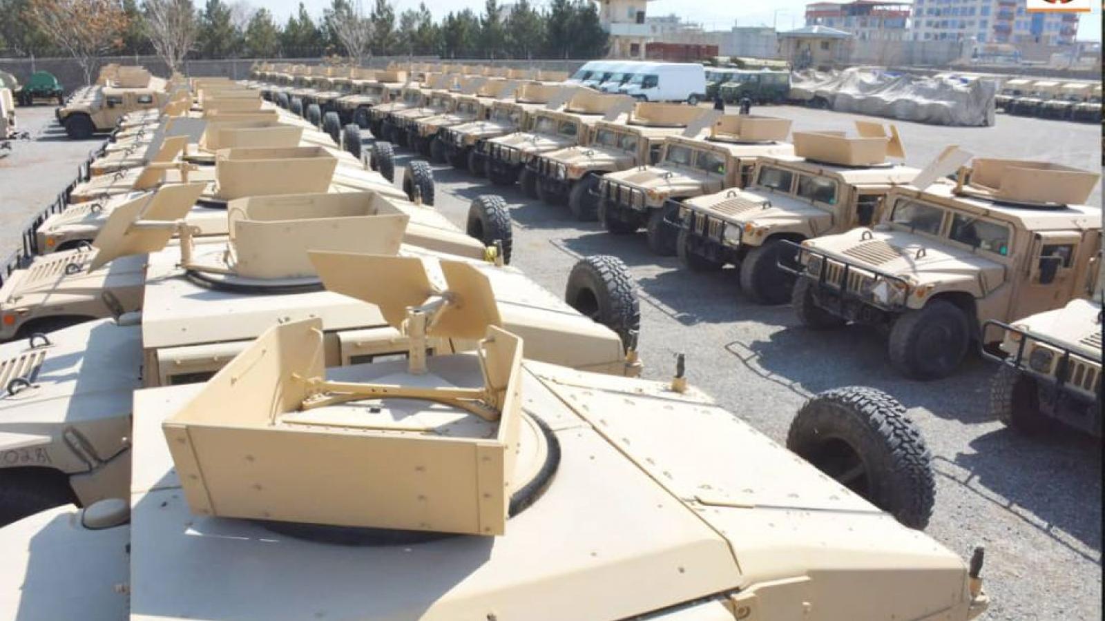 """Kho vũ khí """"khủng"""" do Mỹ sản xuất rơi vào tay Taliban"""